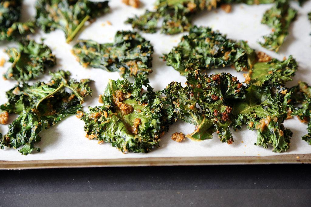 Crunchy Baked Kale Chips