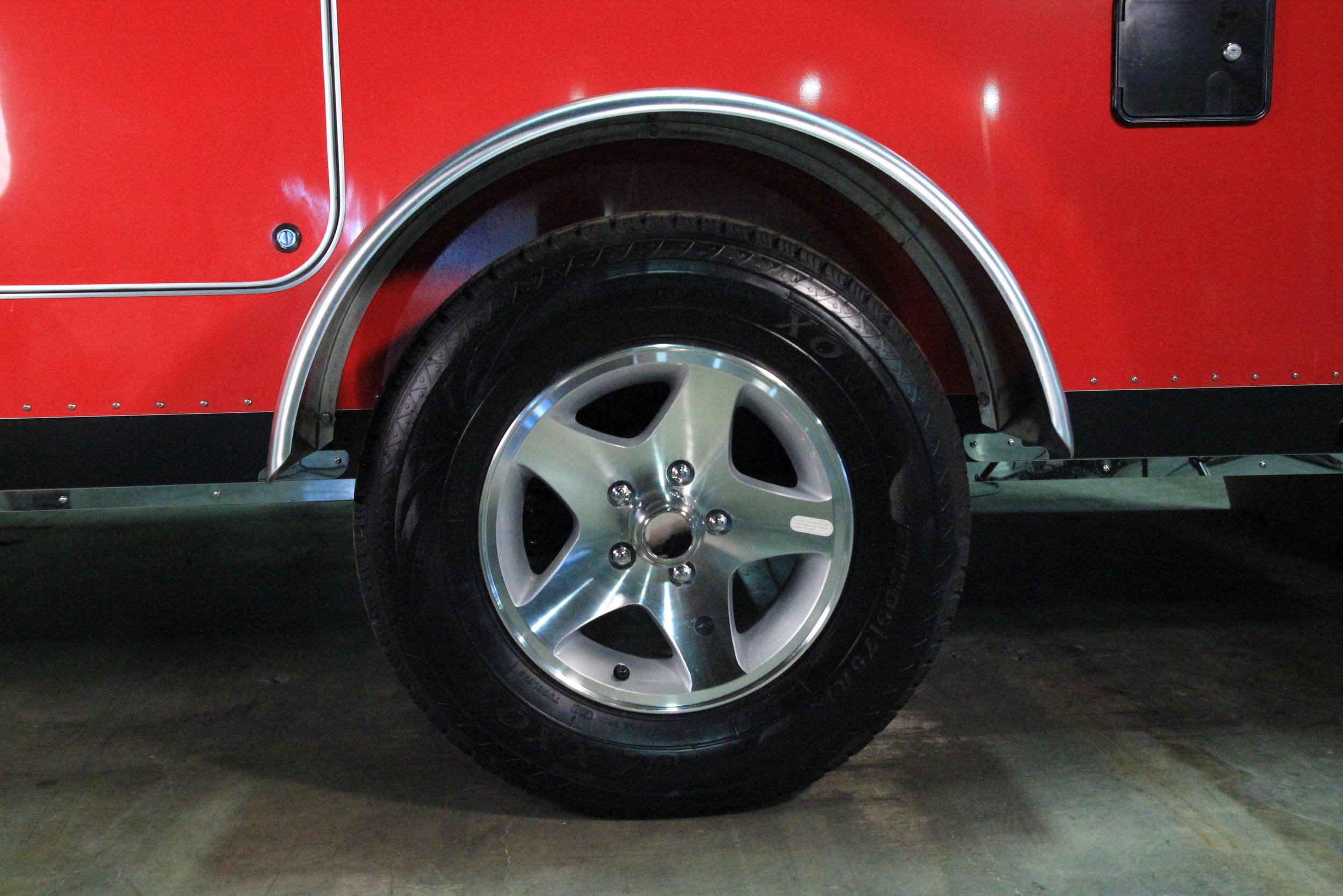 Vistabule teardrop trailer 14%22 alloy wheels.JPG