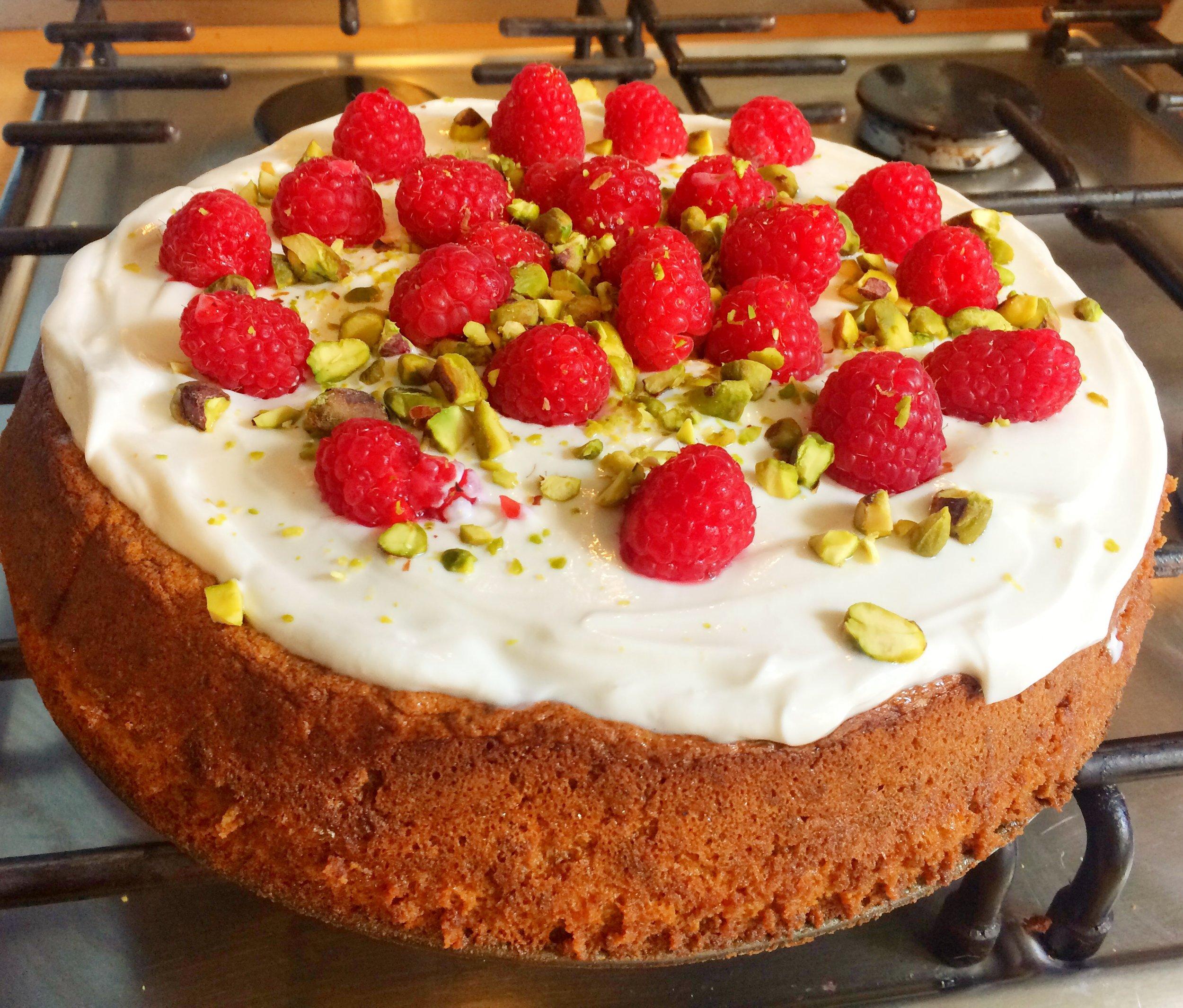 pistachio cake 2.JPG