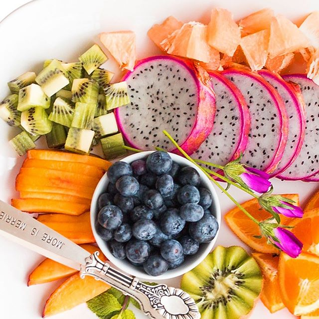 🌱Easy Eating Tip: BRING ON THE COLOR | Foods that are naturally vibrant in color are some of the most nutrient-rich. Red, blue & purple foods are HIGH in antioxidants, orange & yellow foods are RICH in beta-carotene, GREEN foods are usually high in calcium and vitamin A. So, today, when you're creating a meal or filling up your plate, be sure there's a range of colors! #EatWell #EatYourColors #TheLovewellLife