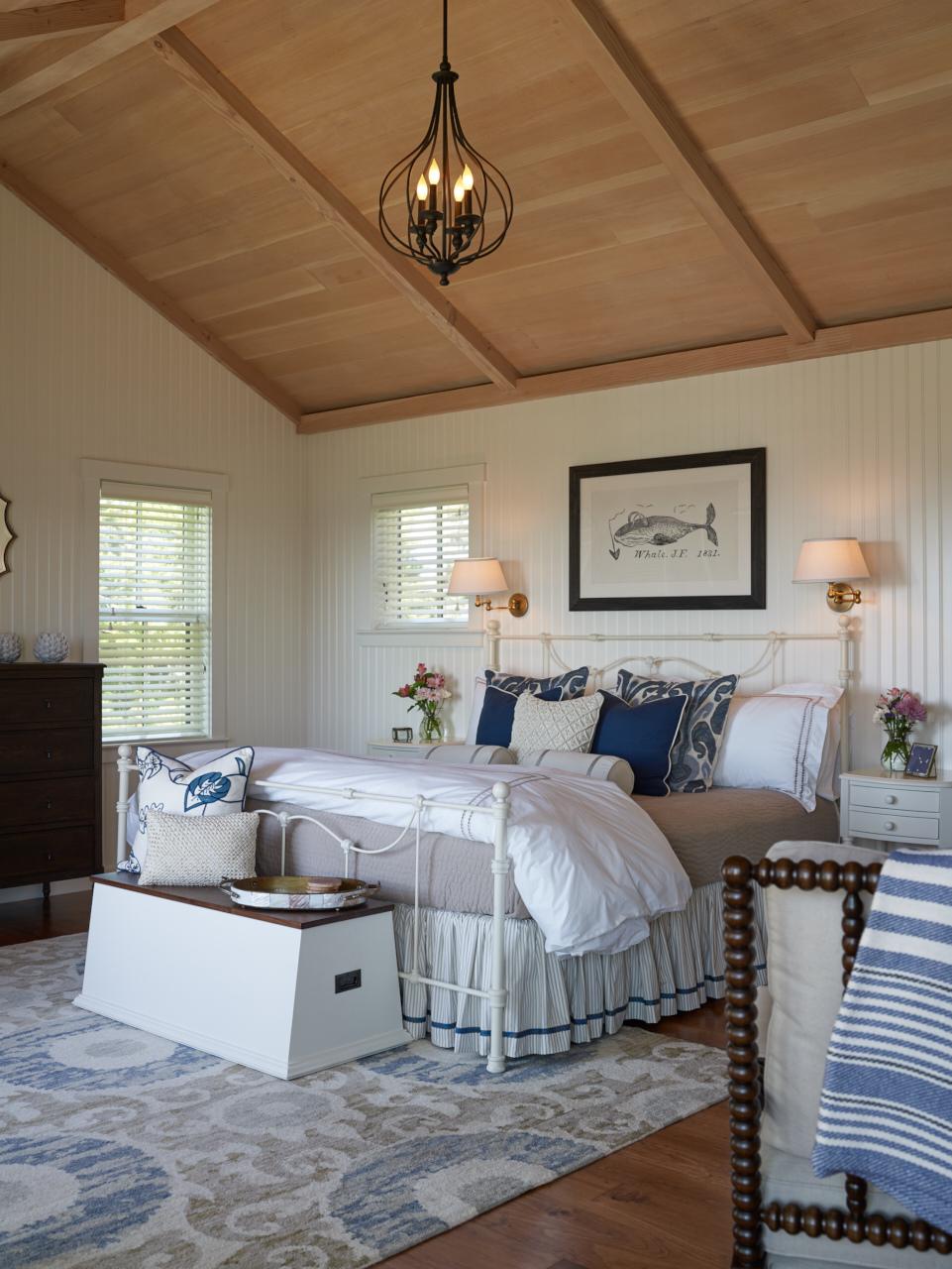 Town Landing Cottage bedroom.jpg
