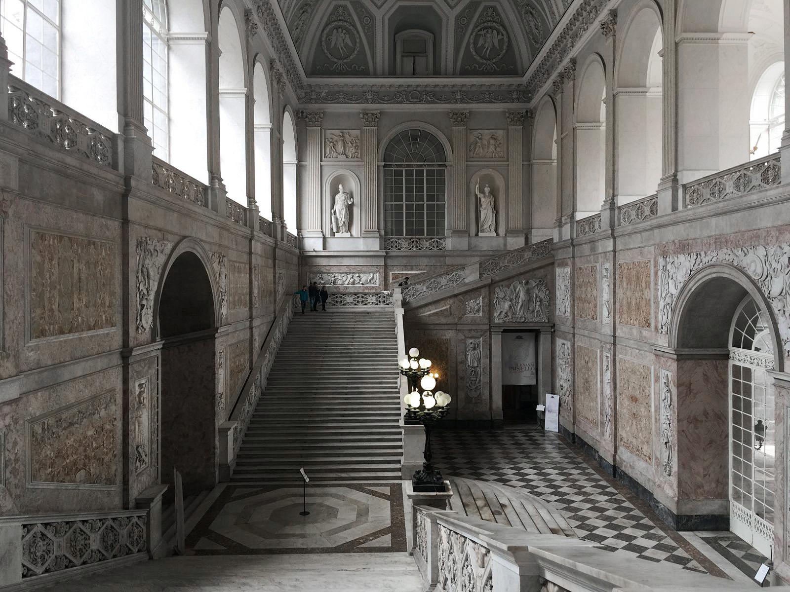 PalazzoReale_napoli.jpg