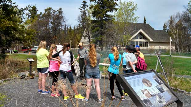 VOYA_science_day_2014__EE_ranger_lisa_ojibwe_garden_1