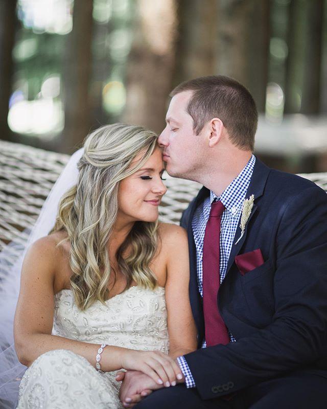 Noelle and Tim cozying up in a hammock in the forest! 🌲🌲 : #oregonweddingphotography #portlandweddingphotographer #washingtonweddingphotographer #gorgecrest #hoodriverweddings #stylemepretty #theknotfashion #bridesrealweddings #marthaweddings #weddingwire #weddingchicks #LSxGWS #GWSxMumu #brides_style