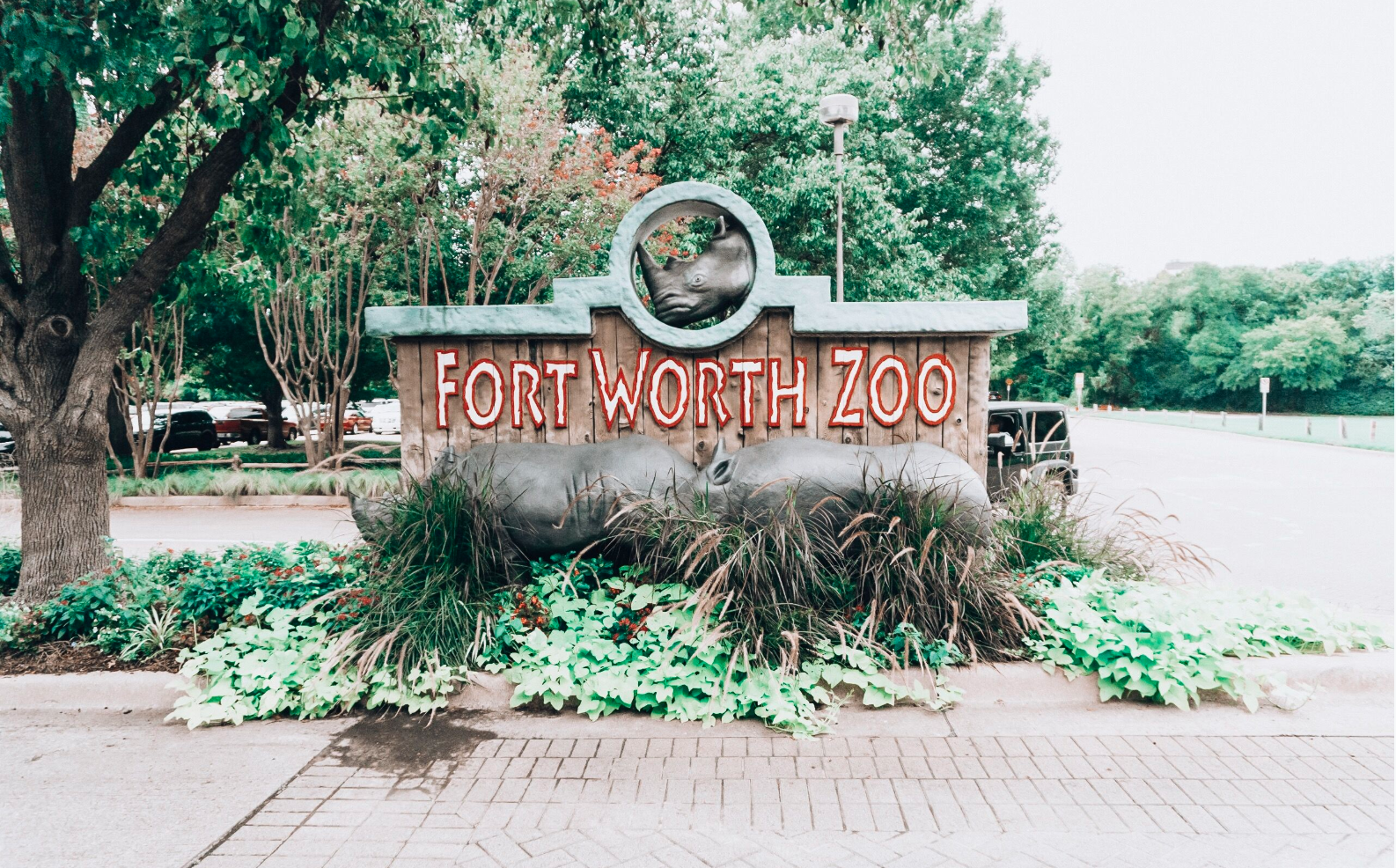 fort worth zoo sign.png