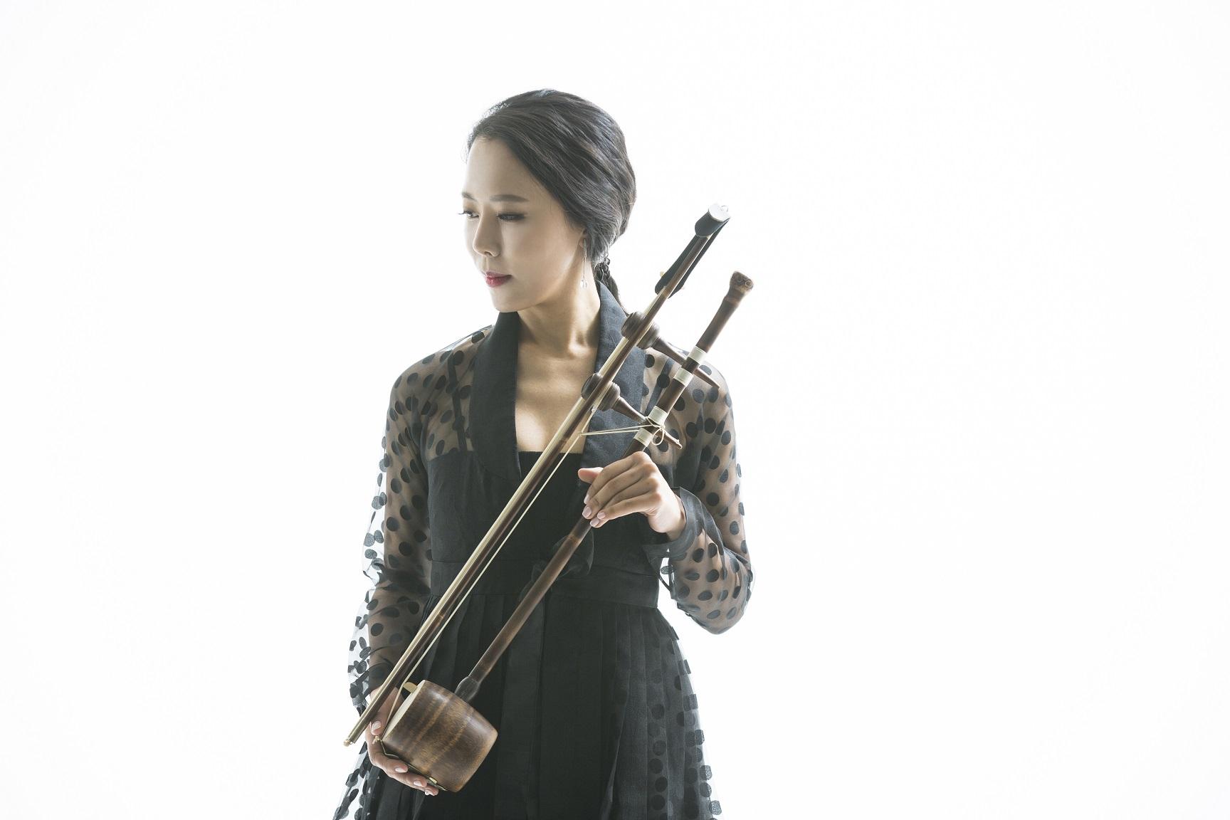 Soo Yeon Lyuh (c) Seung Yull Nah (1) small (1).jpg