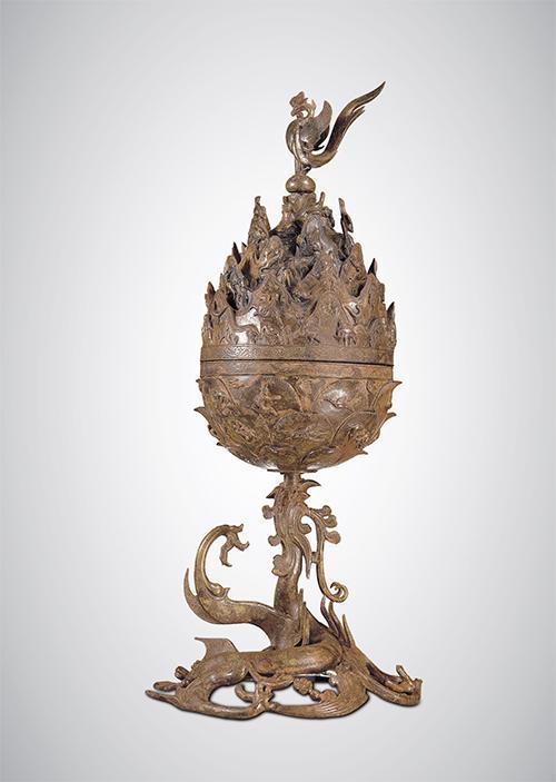 백제금동대향로(백제, 6세기) - 백제시대의 공예와 미술 문화, 종교와 사상, 제작 기술까지도 파악하게 해주는 귀중한 작품이다.(국립중앙박물관 제공)