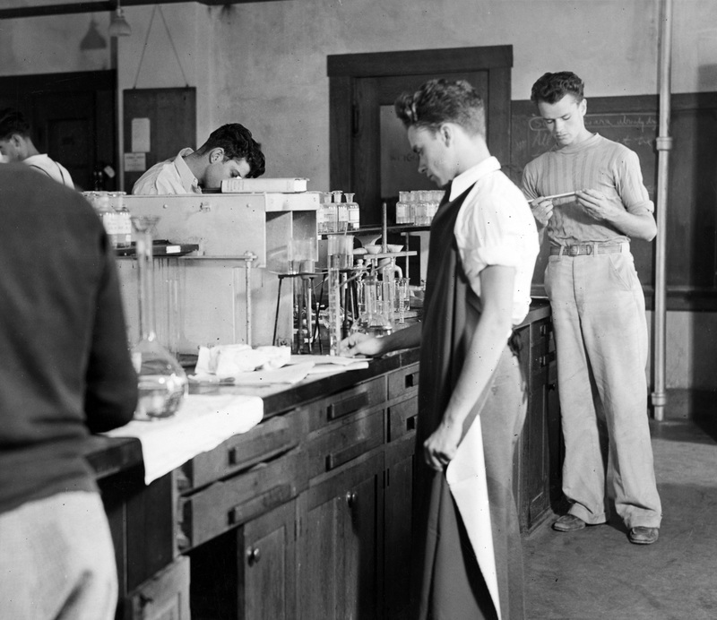 Sophomore chemistry class in Gates, 1935.