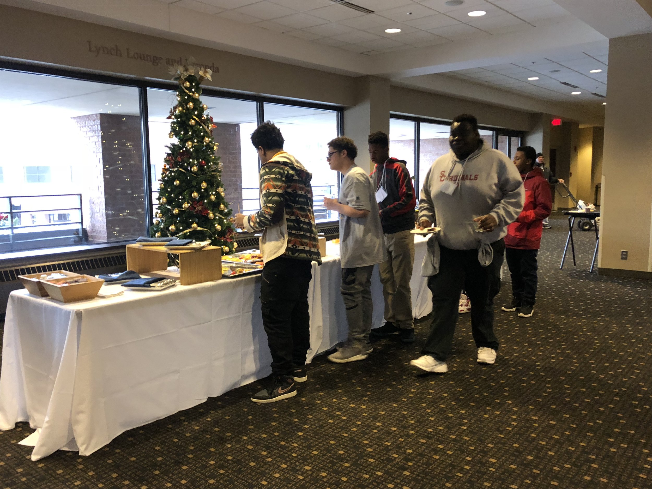Students lined up to get breakfast. (Picture by Nyesha Stone)