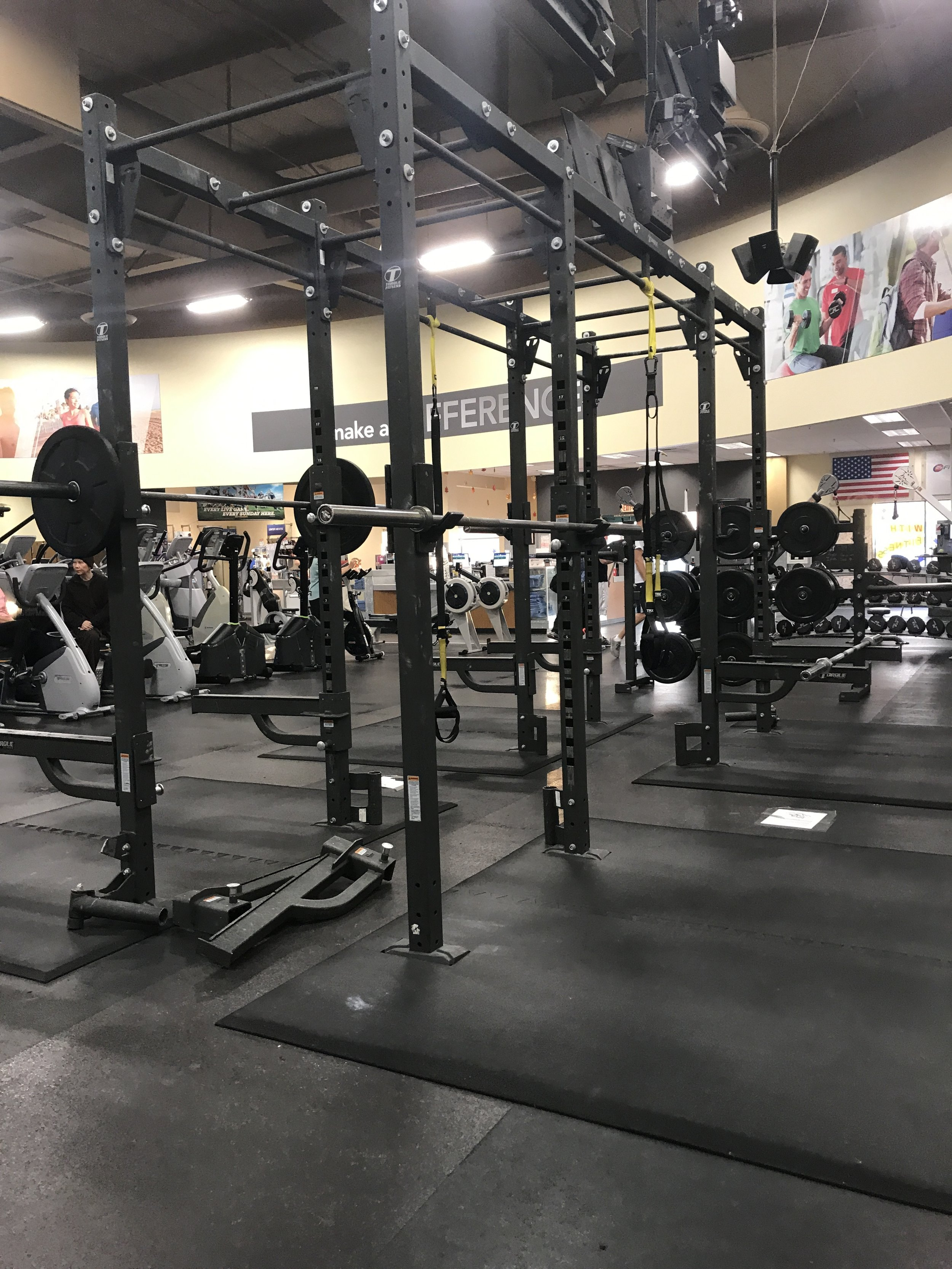 """no one is using the power rack in a crowded gym.This is why most people who """"workout"""" are weak."""