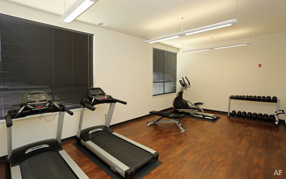 ingram-place-apartments-milwaukee-wi-fitness-center.jpg