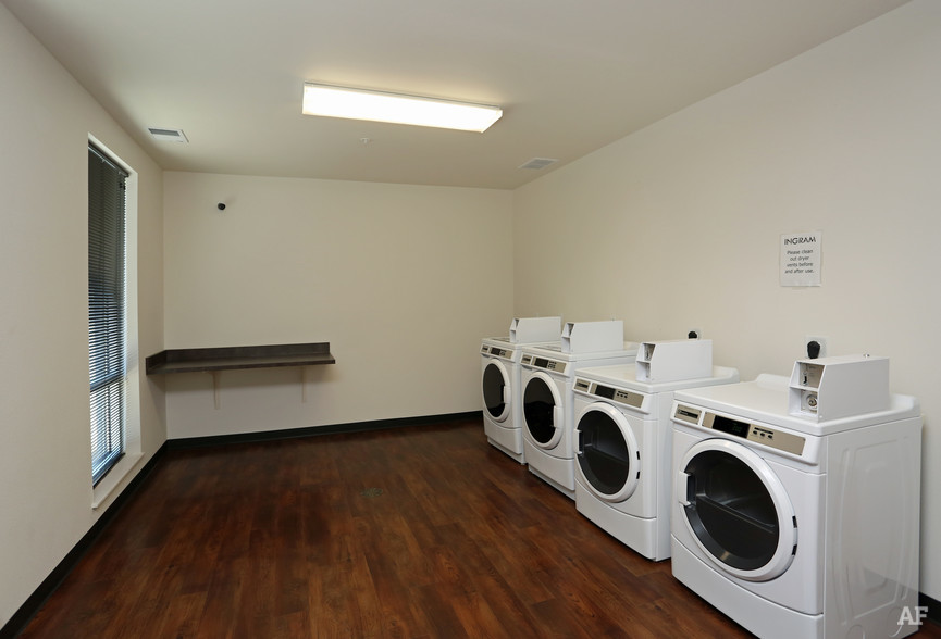 ingram-place-apartments-milwaukee-wi-laundry.jpg