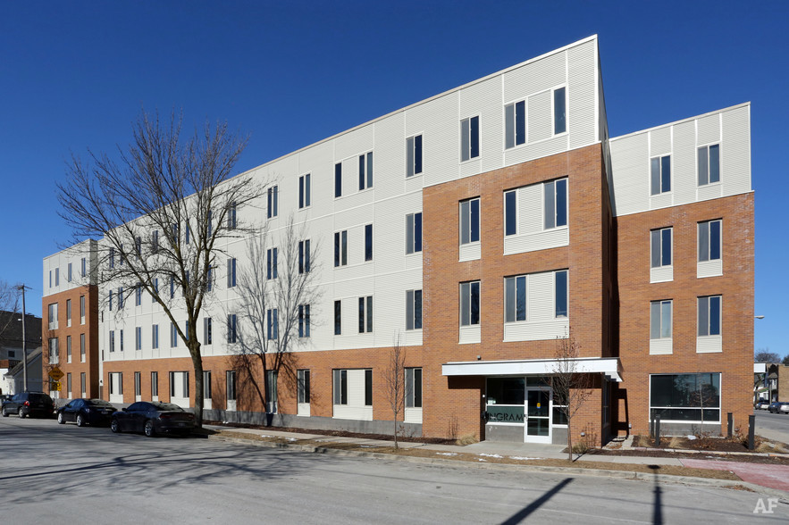 ingram-place-apartments-milwaukee-wi-primary-photo.jpg