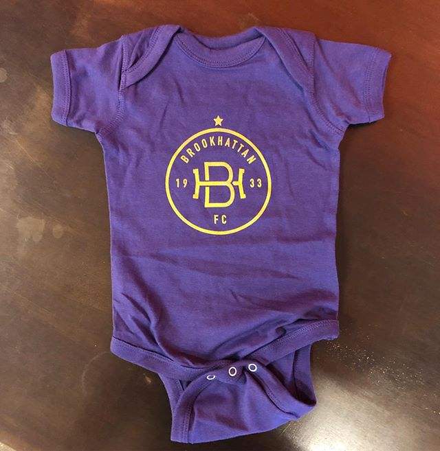 The latest in soccer streetwear: the Brookhattan Infant Onesie. A belated congrats to both @andrew_b_wiebe and @bearderic on the newest additions to the Brooks family! 💜💛