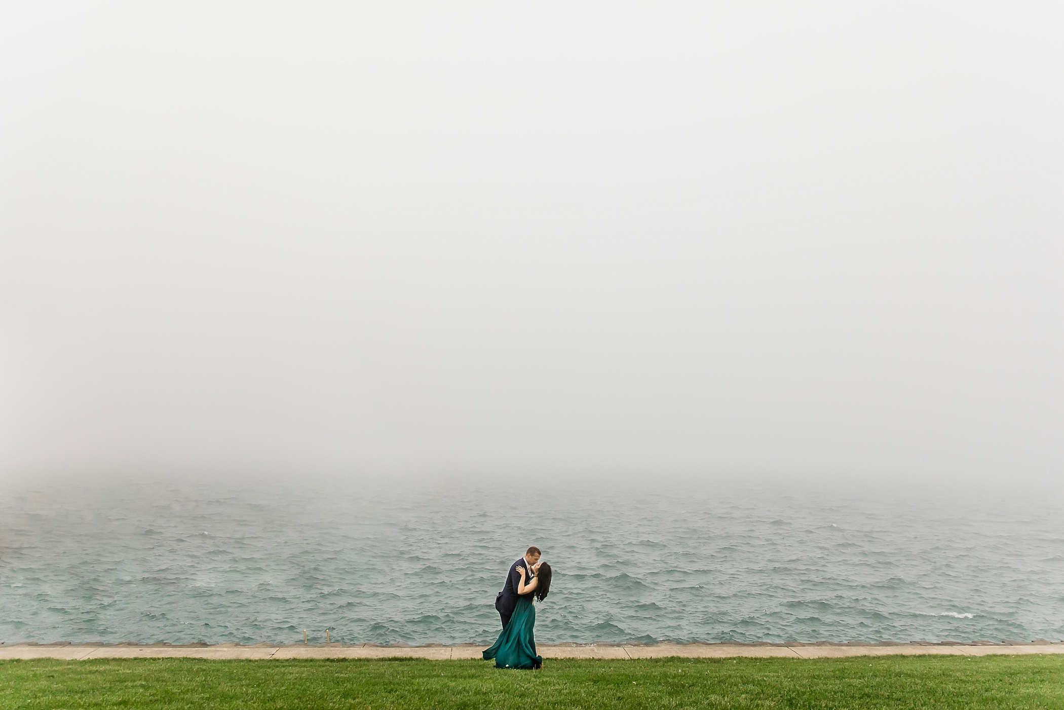 chicago engagement photography love in the windy and foggy city_0295.jpg