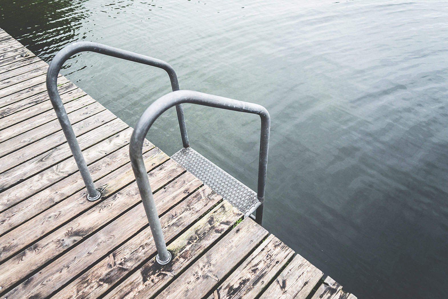 swimming-pontoon-with-ladder-at-lake_free_stock_photos_picjumbo_dsc00796-1570x1047.jpg