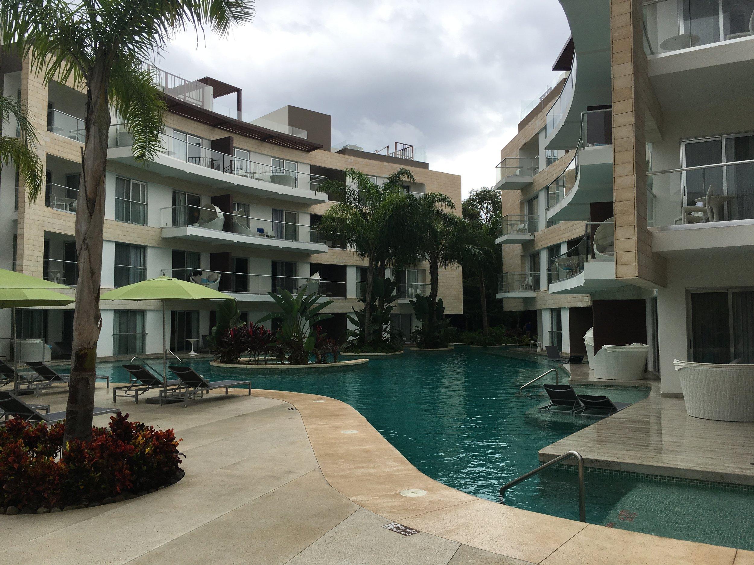 Wanderlust-blog-azul-fives-pool