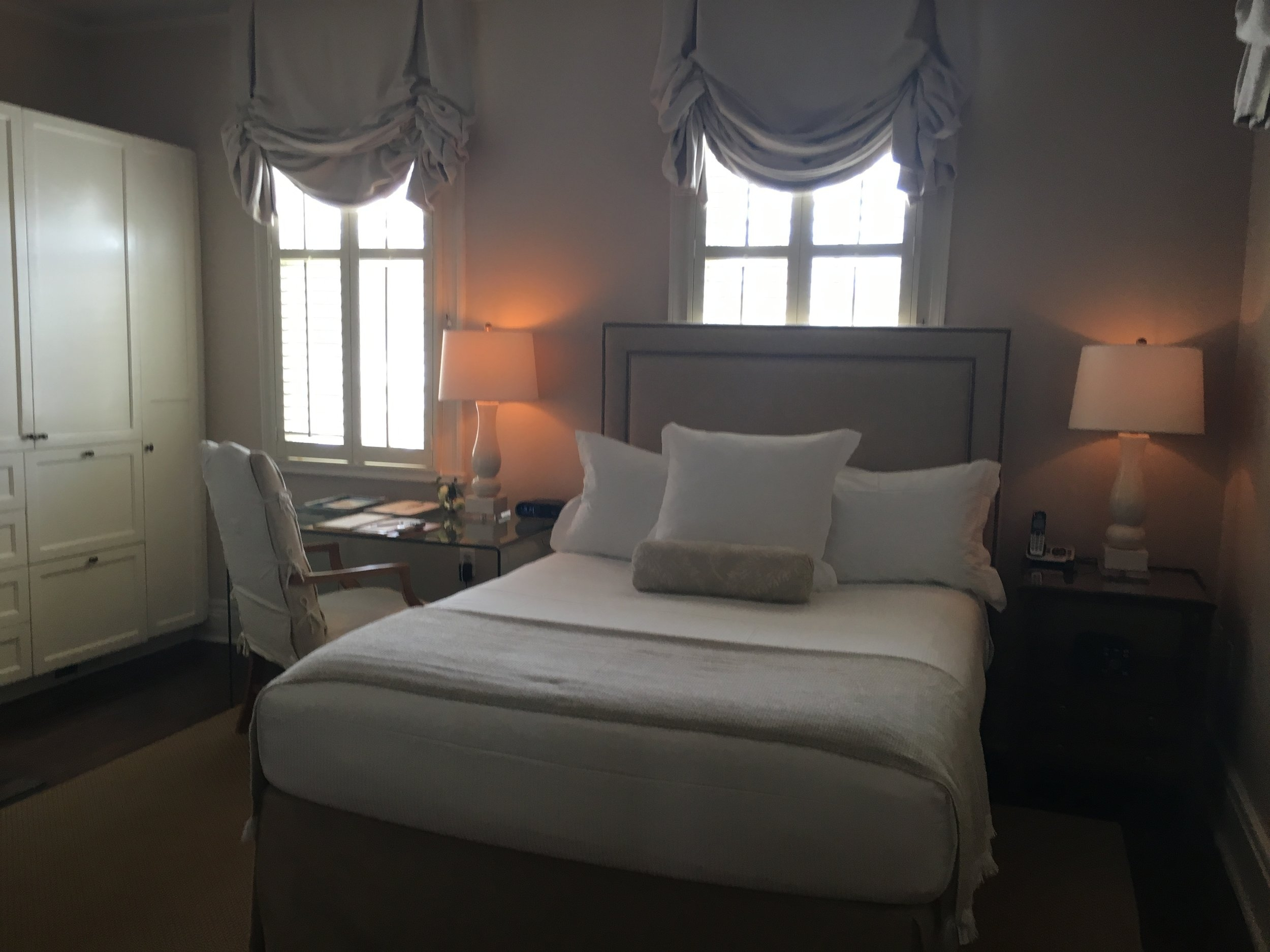 Wanderlust-blog-Charleston-boutique-hotel-room
