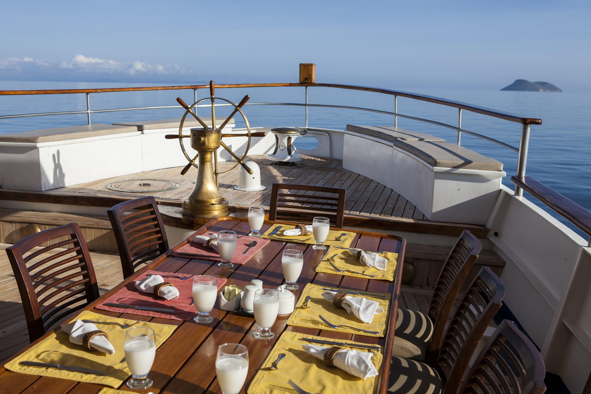 Wanderlust-travel-blog-Galapagos-islands-boat-tour