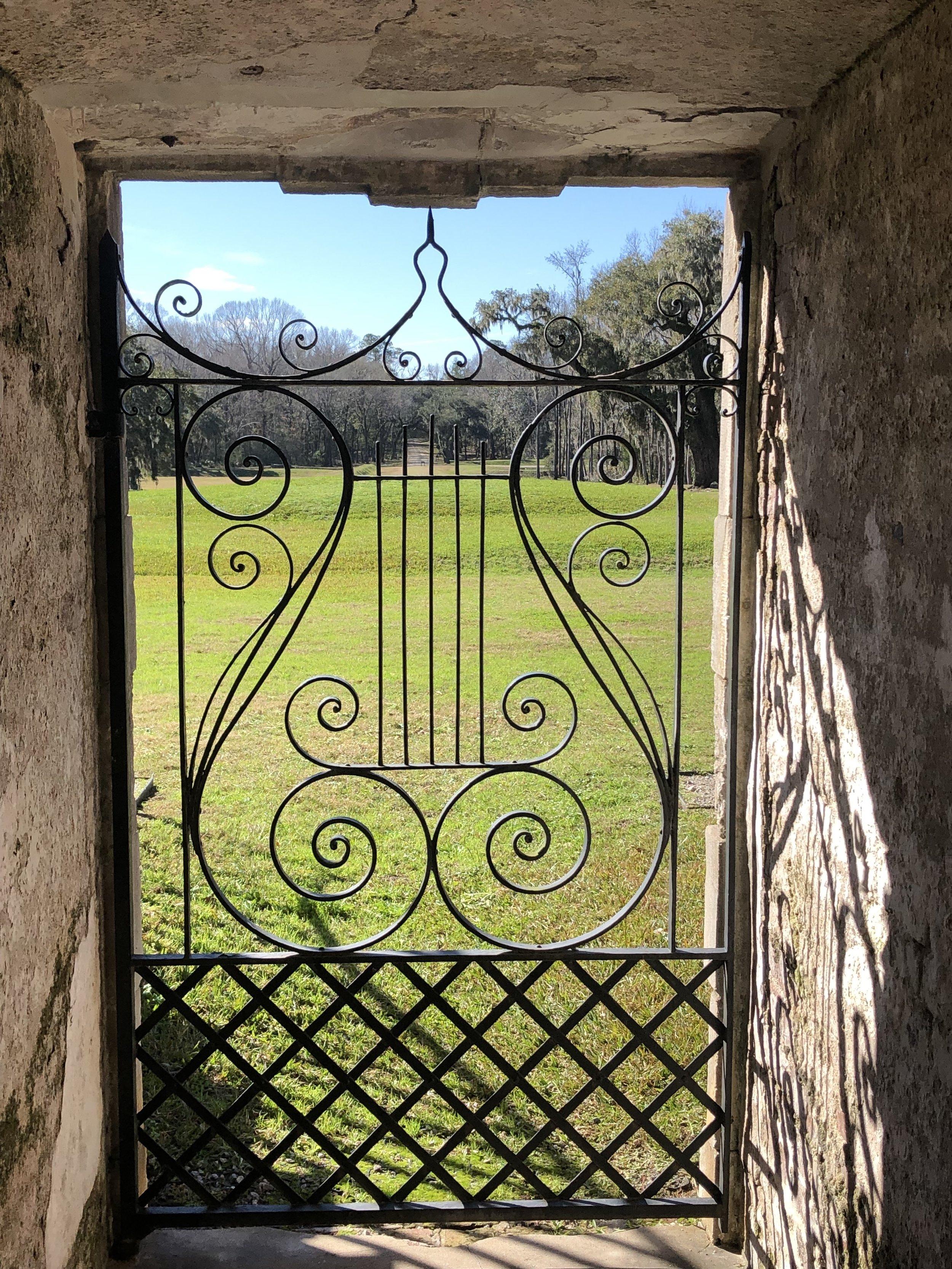 wanderlust-travel-blog-drayton-hall-charleston-gate