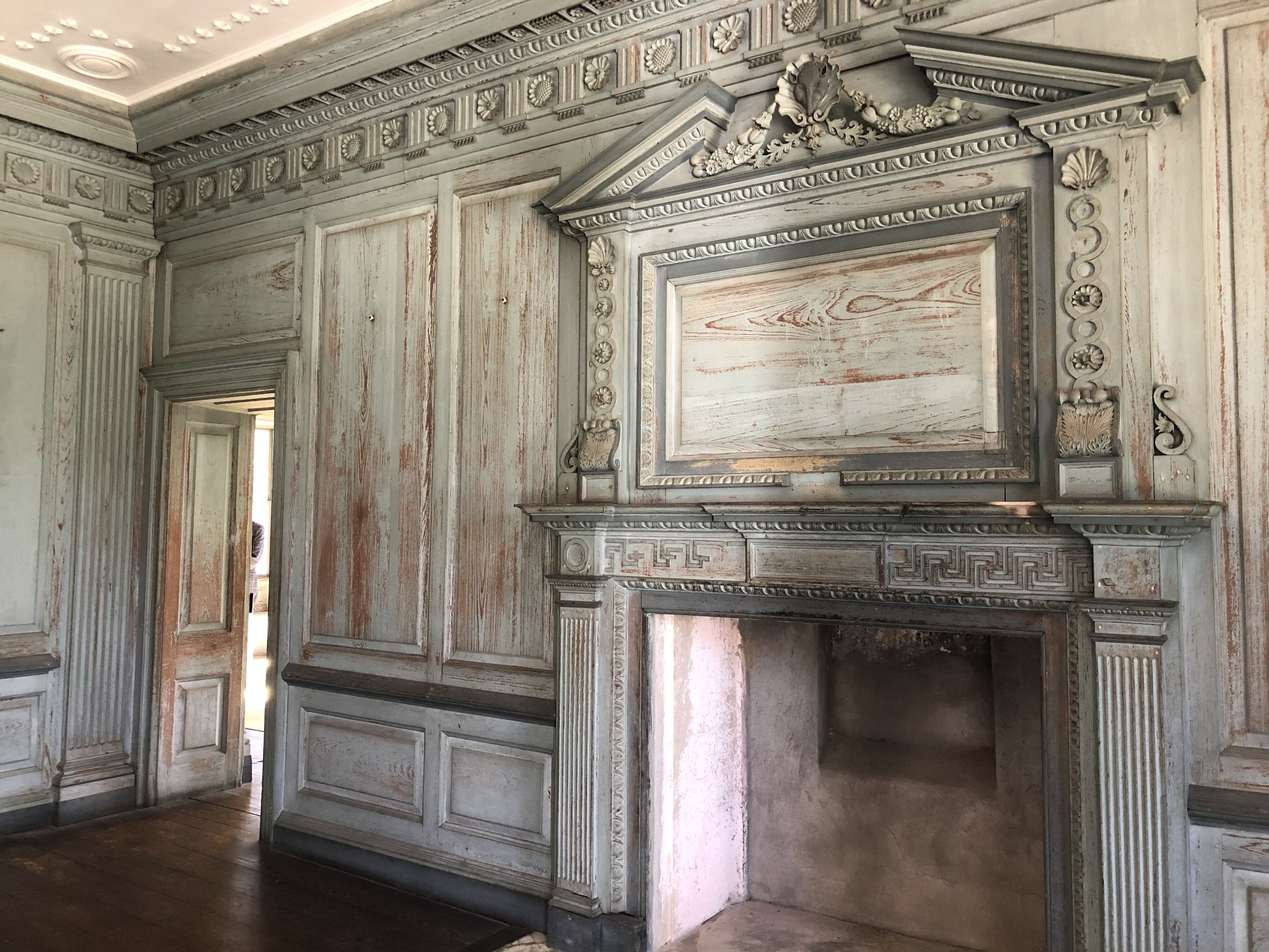 wanderlust-travel-blog-drayton-hall-charleston-entry-room