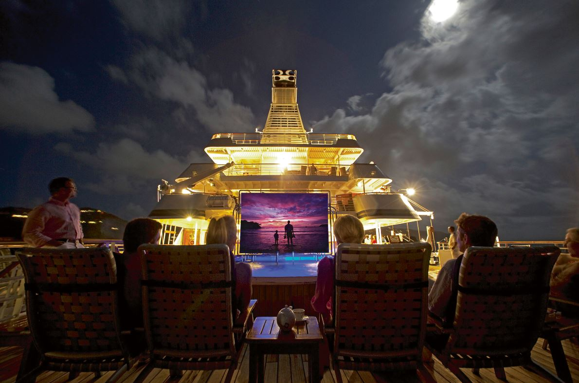 wanderlust-travel-blog-seadream-yachting-evening-entertainment