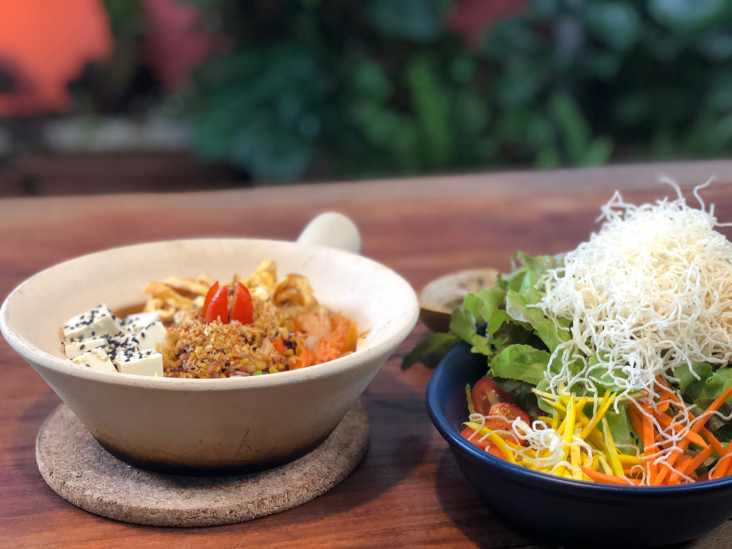 samui_health_shop_bowl_and_salad.jpg
