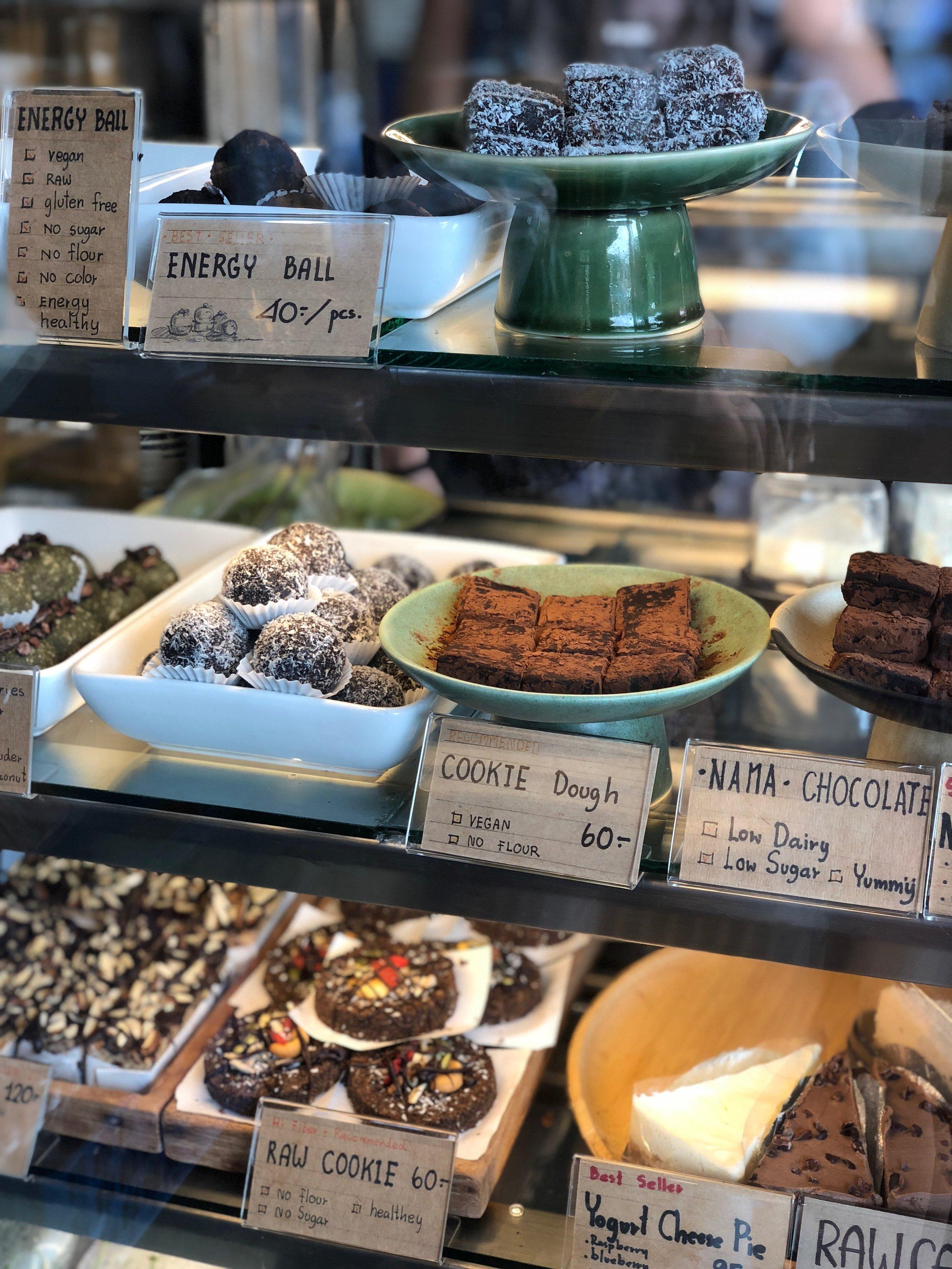 samui_health_shop_dessert_display.jpg