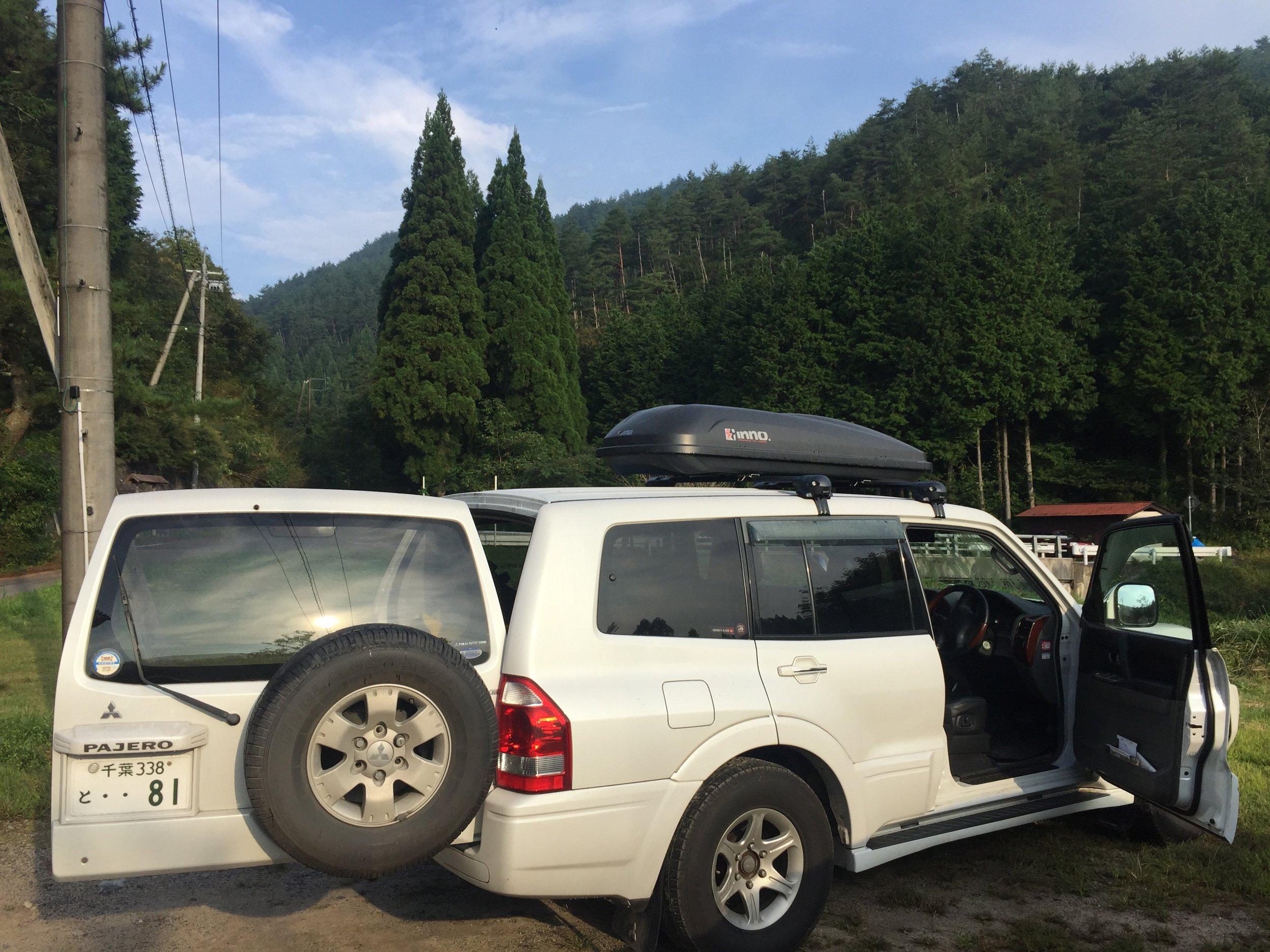 5 Seater Mitsubishi Pajero SUV