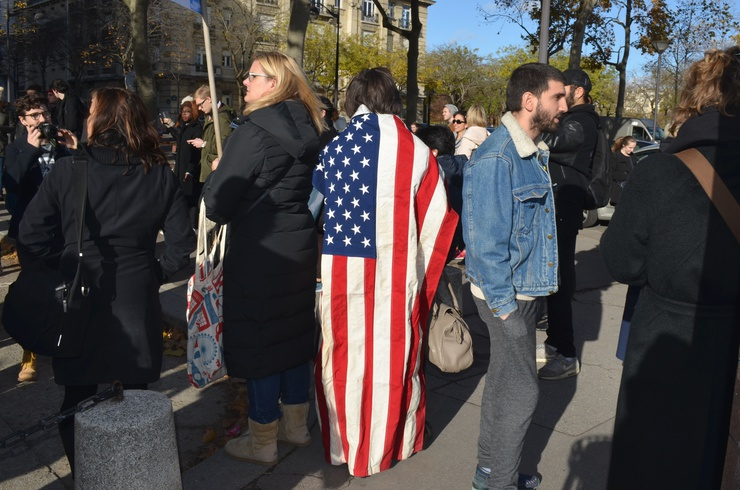 A protestor takes comfort in their nationality. © Lara Bullens