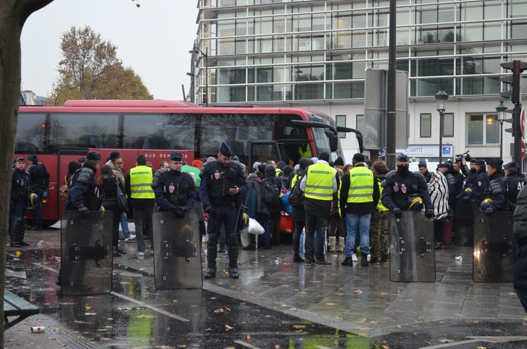 The refugees were taken away in buses to an unknown destination © Sophie Rebmann