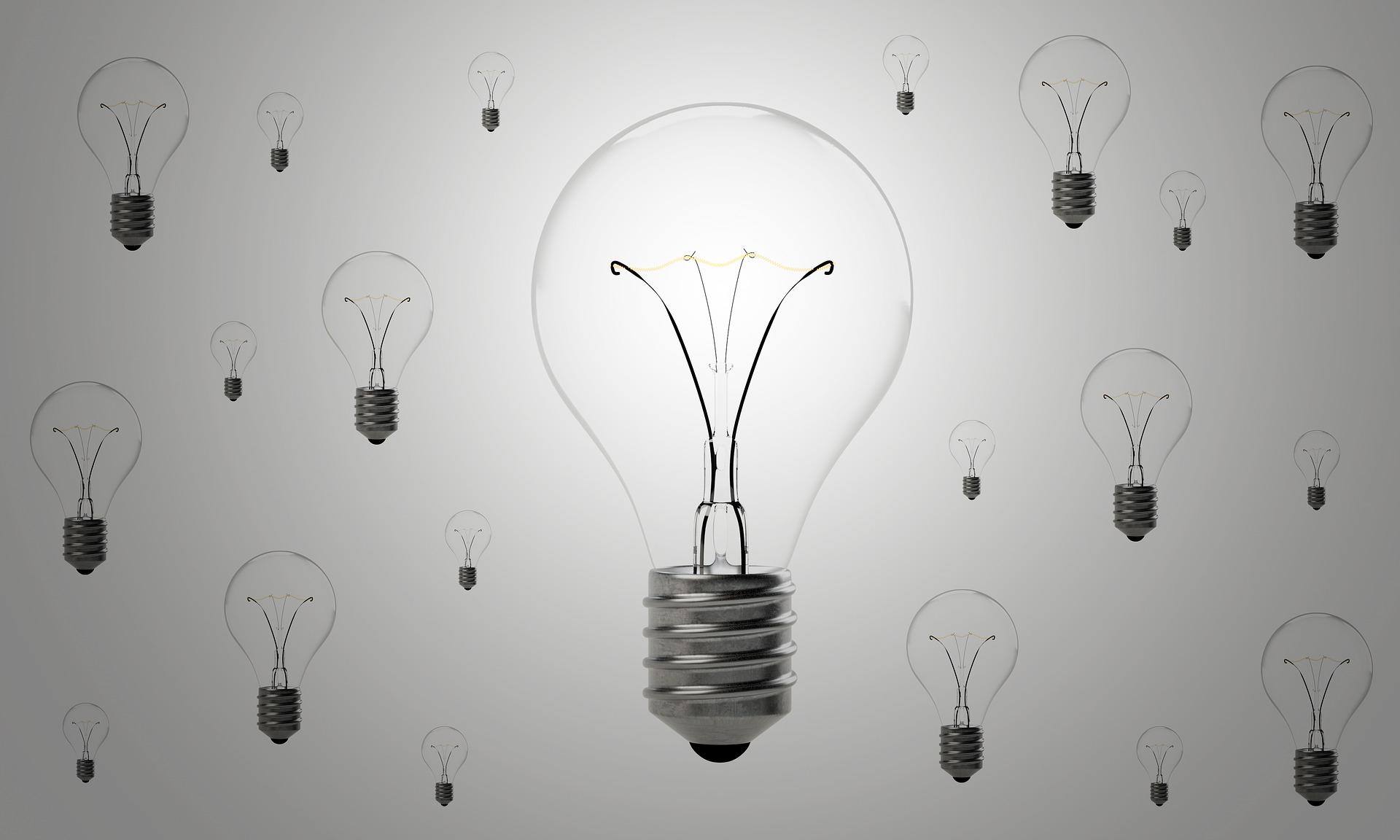 lightbulbs-1875257_1920.jpg