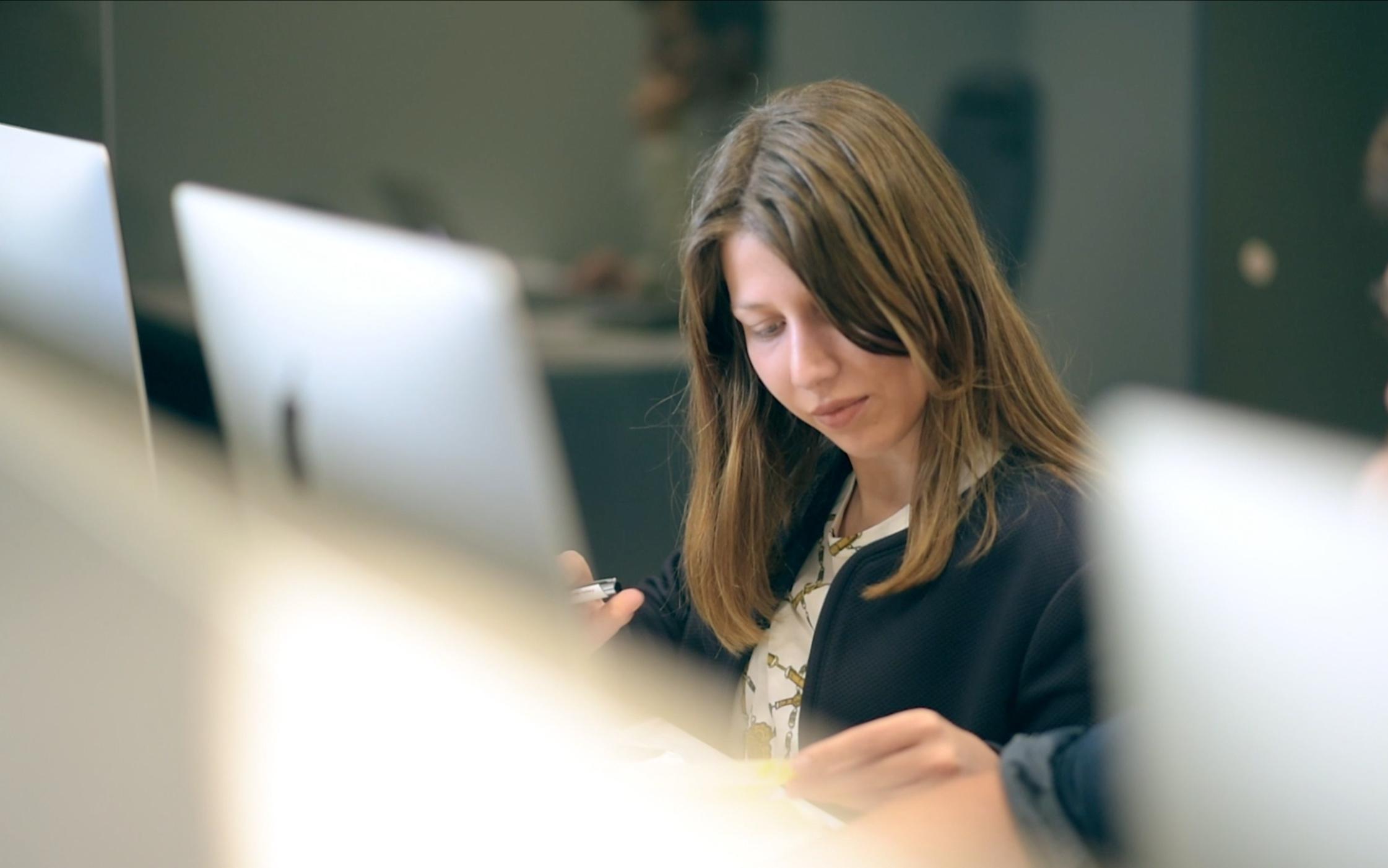 Sara Ferreira, iniciou a sua carreira na Starcorp e aos 24 anos já movimenta mercadoria por toda a Europa.