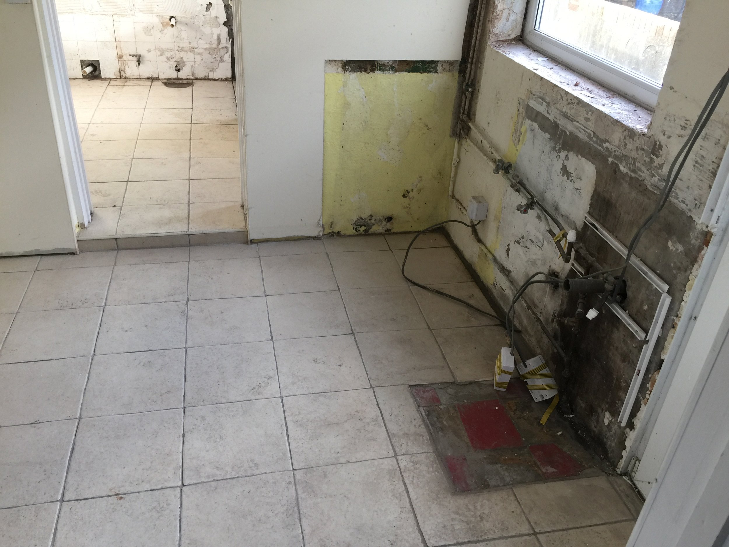 kitchen2before.jpg