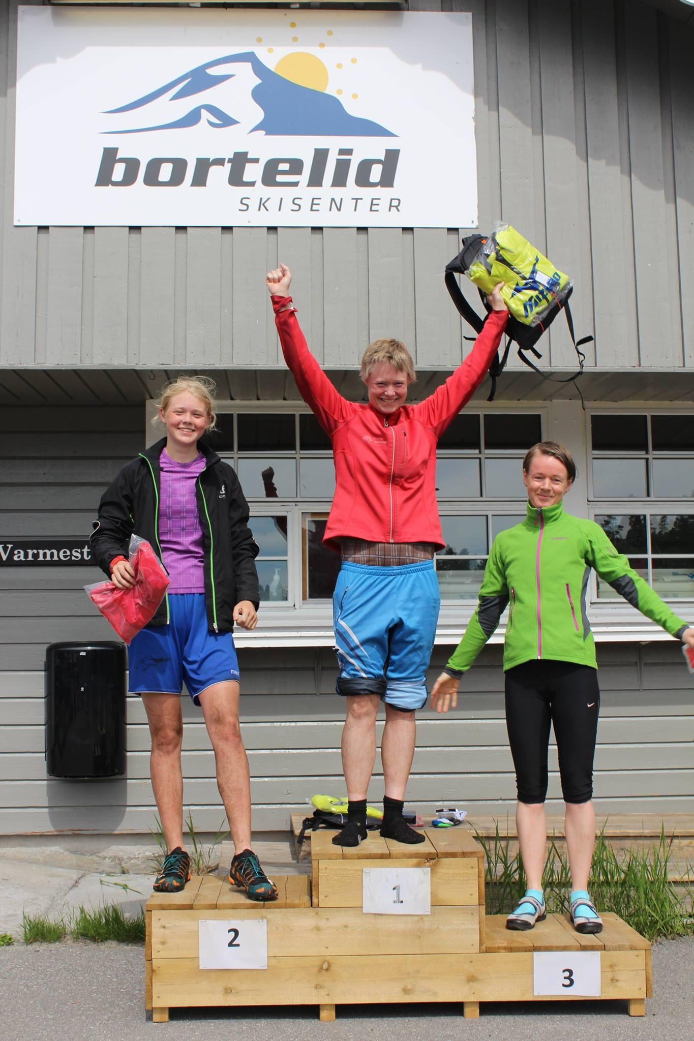 Dagens 3 raskeste damer. 1. plass Karianne Rosef i midten, 2. plass Åse Marie Rosef til venstre og 3. plass Tove Utengen til høyre.