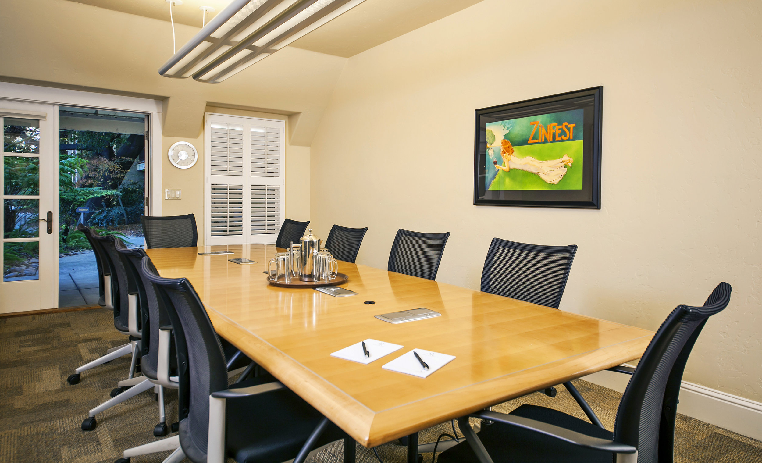 photo of wine and roses boardroom