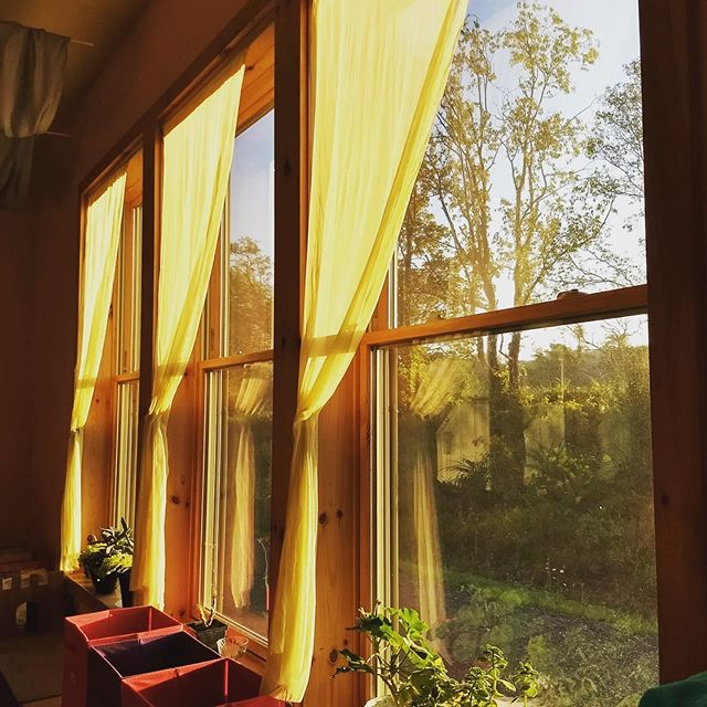 Beautiful Waldorf 1st grade classroom #Windows at the #Ithaca #Waldorf School! See clearly #whywaldorfworks! Join us in posting! Tag us @ithacawaldorf and hashtag #Waldorf100Windows #Waldorf100 @cityoflakeswaldorf @greatoakschool @waldorfmaui