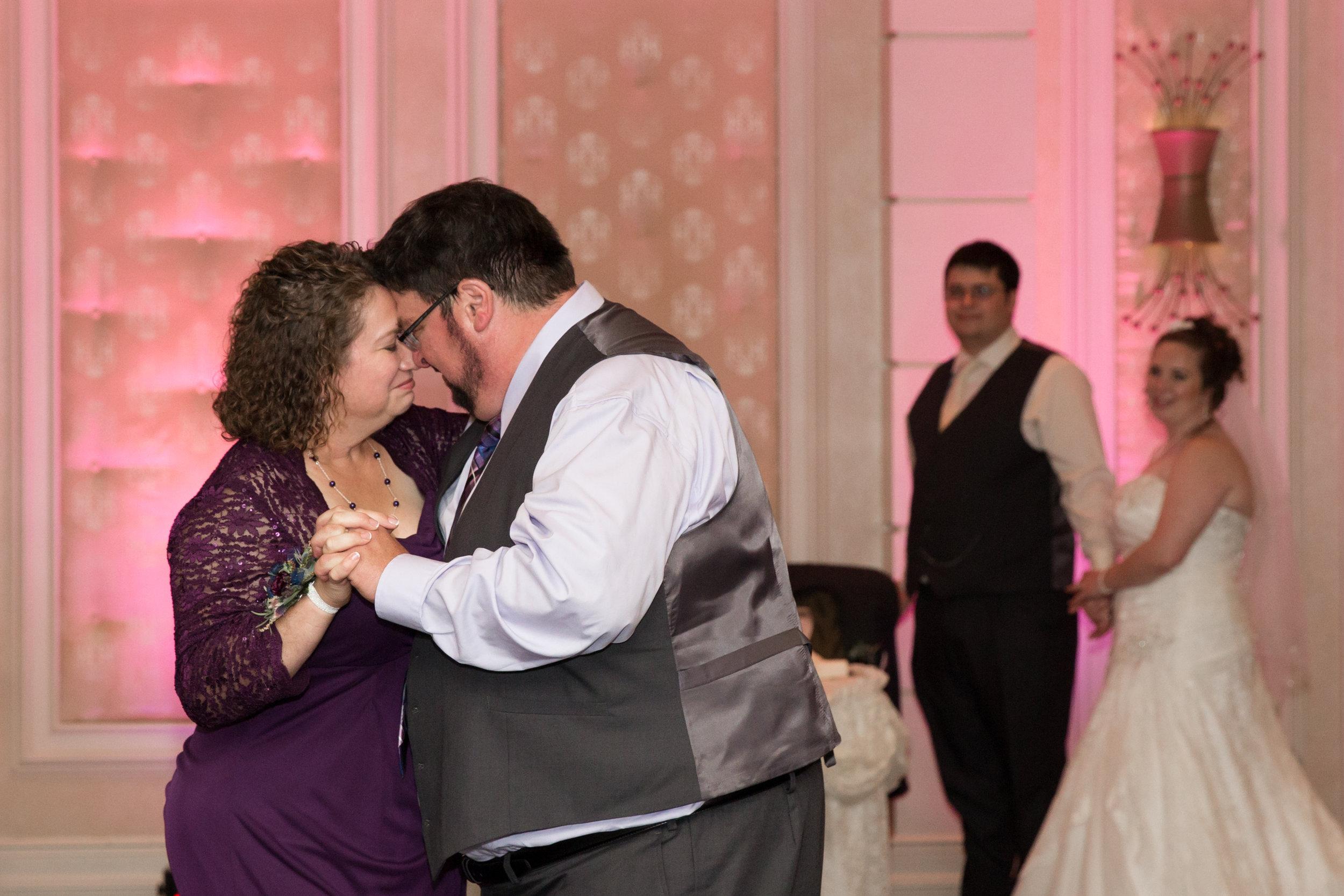 Harrisburg-PA-Wedding-Photographer_Photography-by-Erin-Leigh_36.jpg