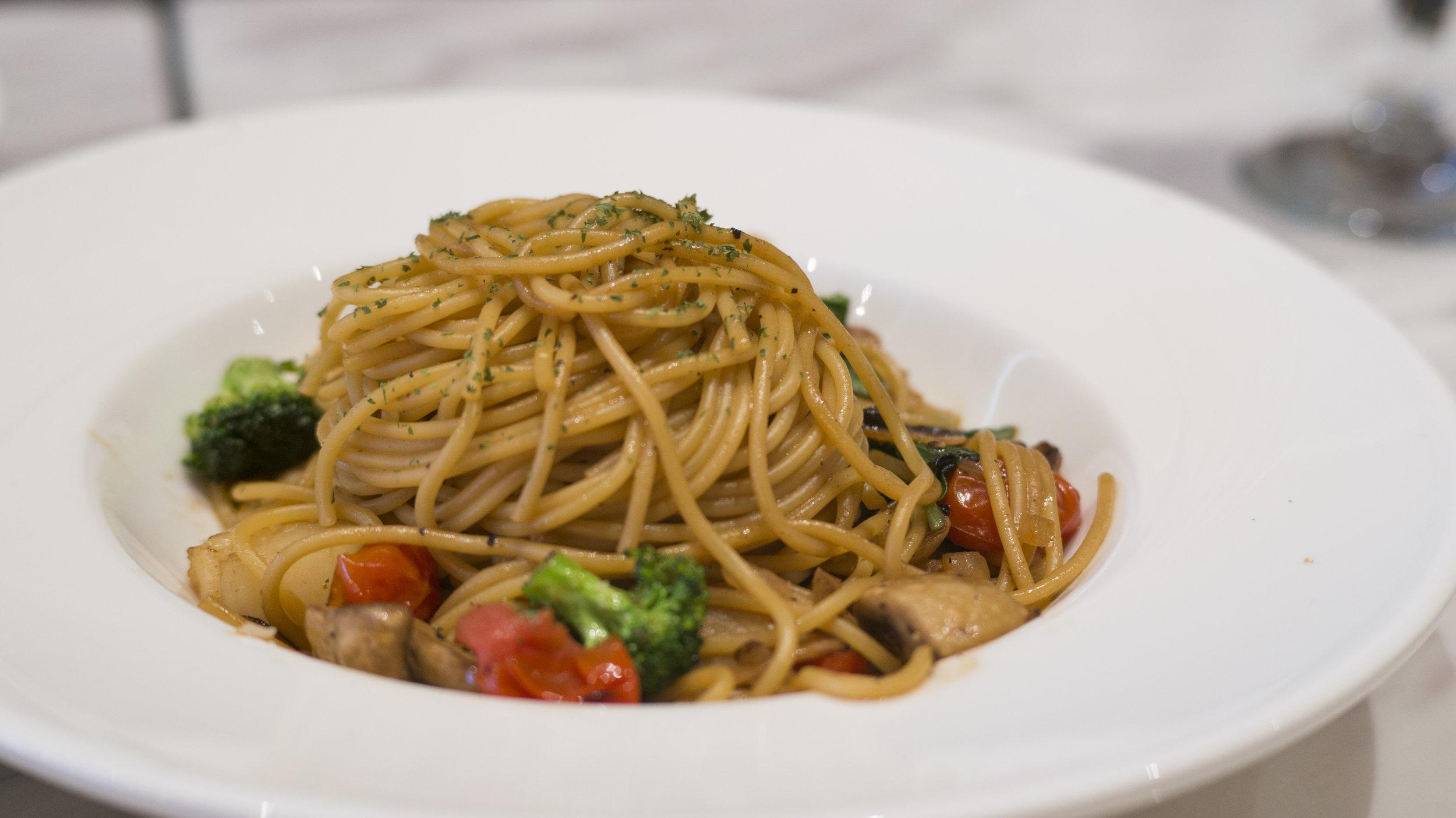 Spaghetti with Scallop and Shrimp | $13.5