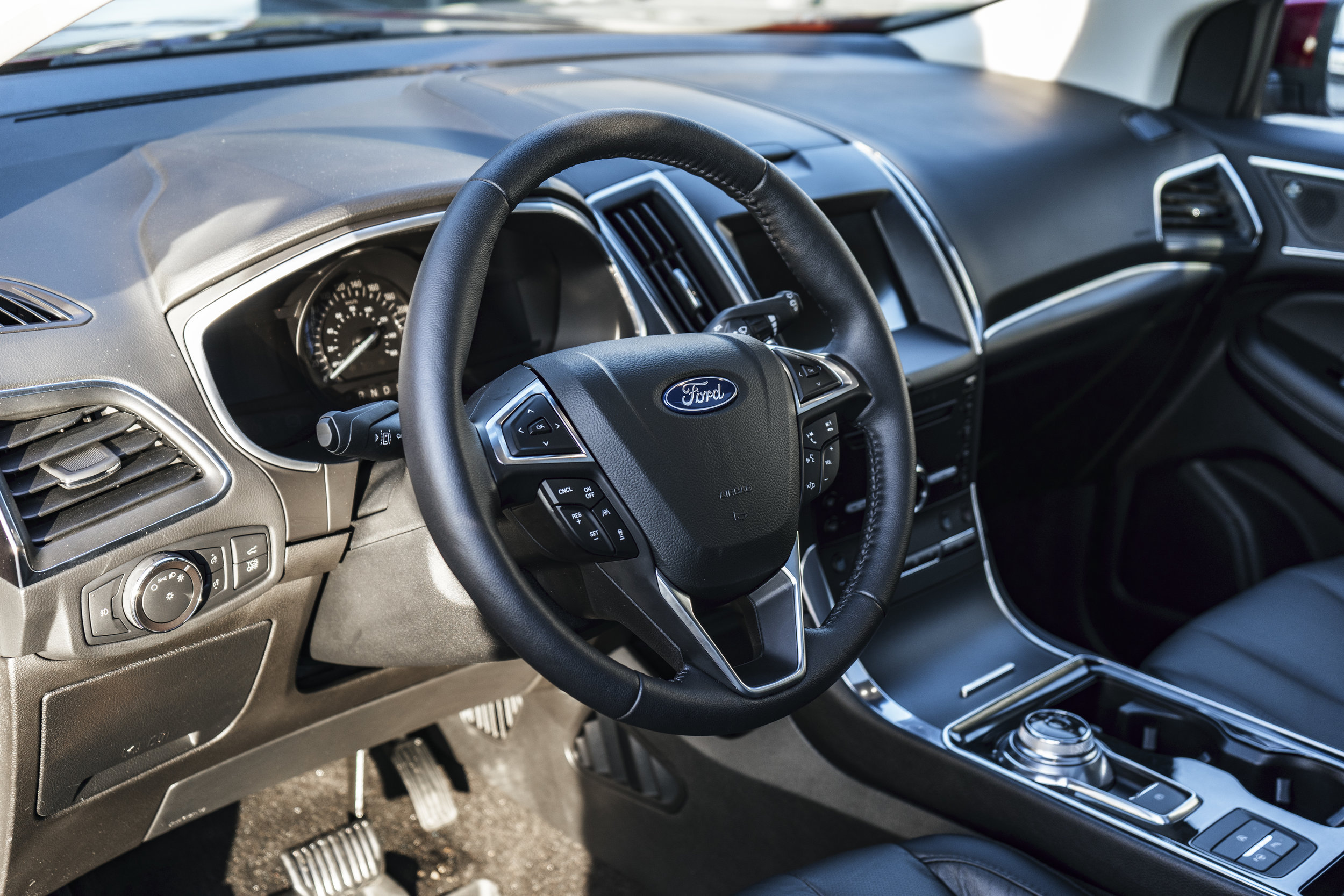 ford_edge_titanium_interior.1012.jpg
