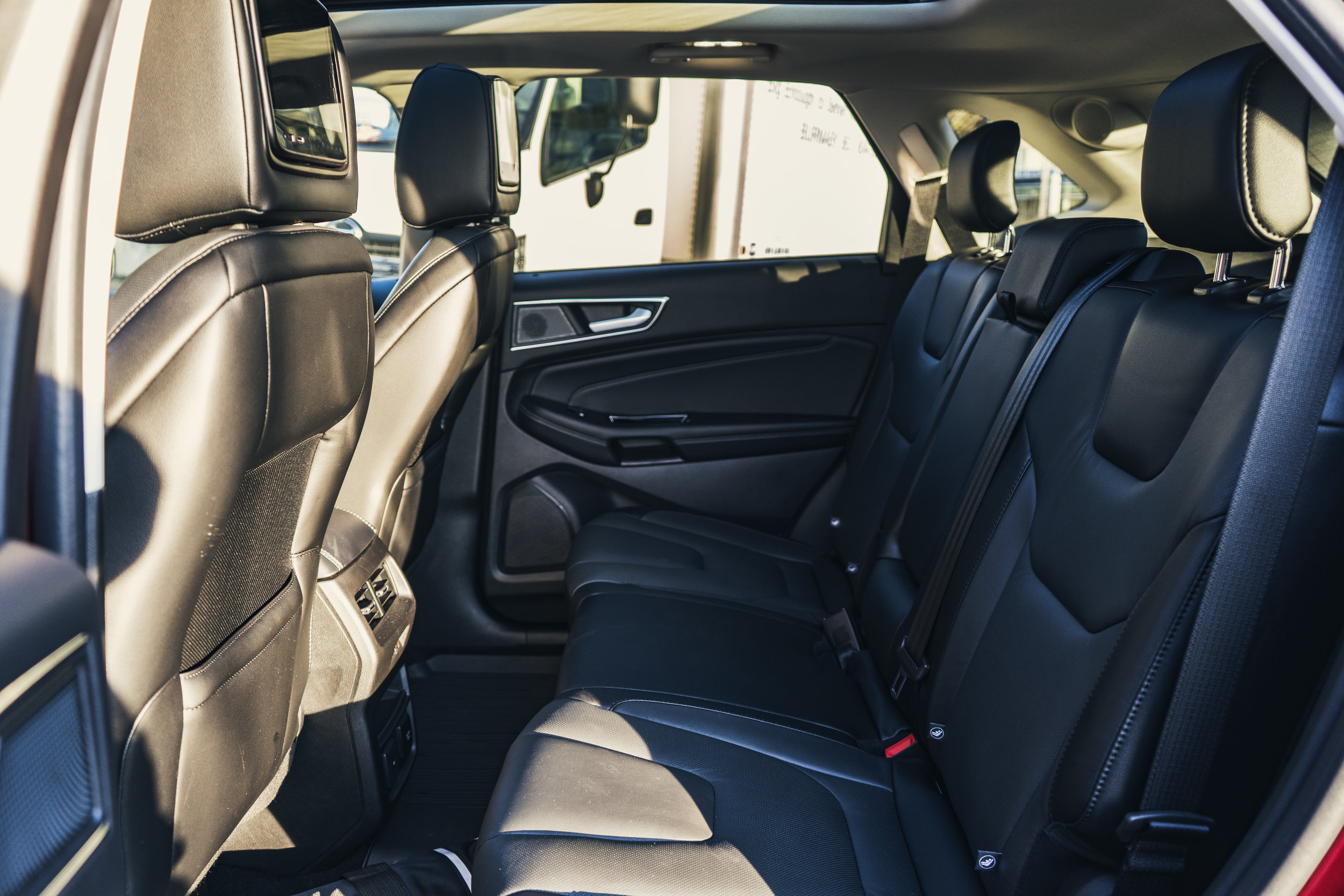 ford_edge_titanium_interior.1010.jpg