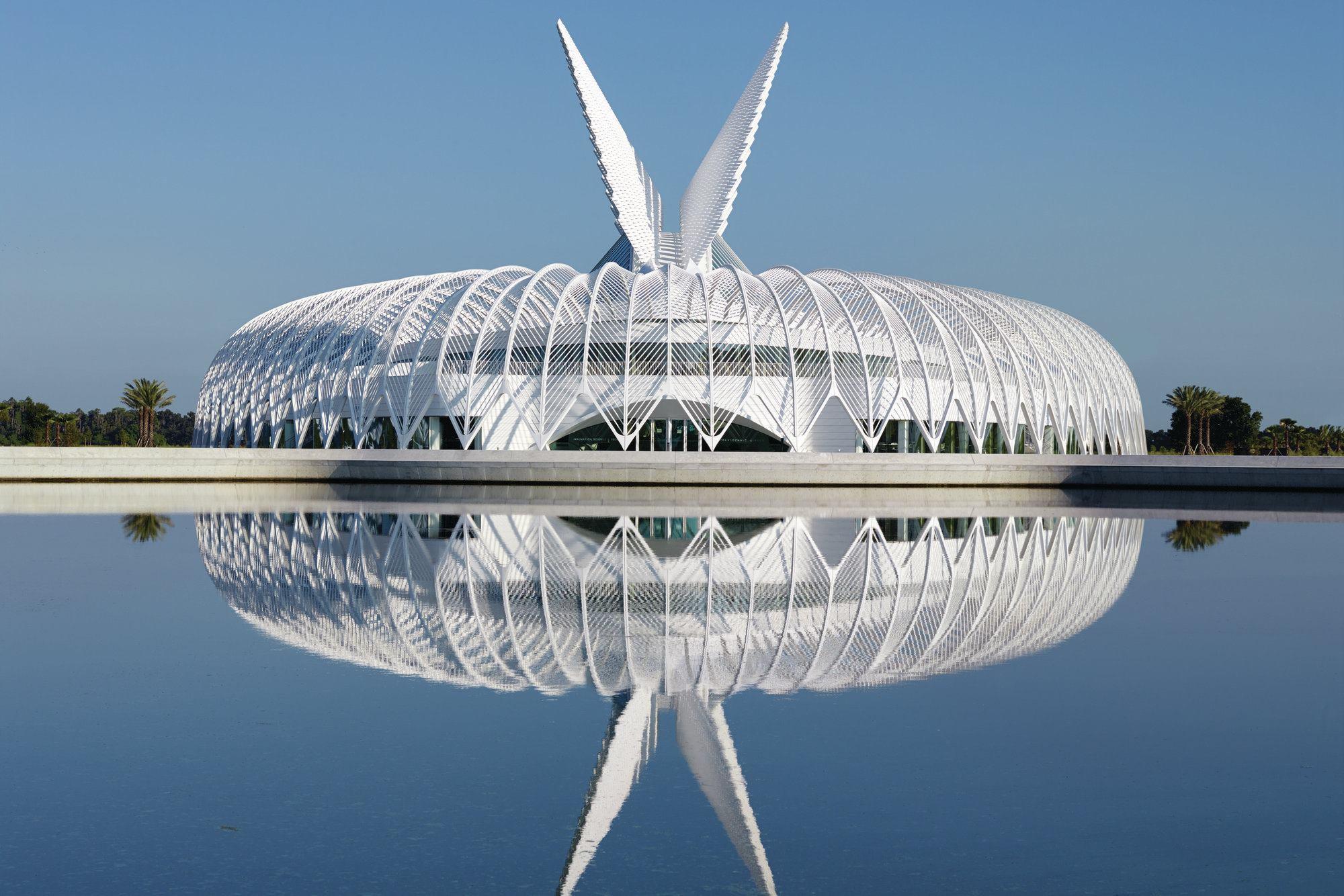 floridapolytechnicuniversity-calatrava-exterior1-hero-tcm20-2169568.jpg