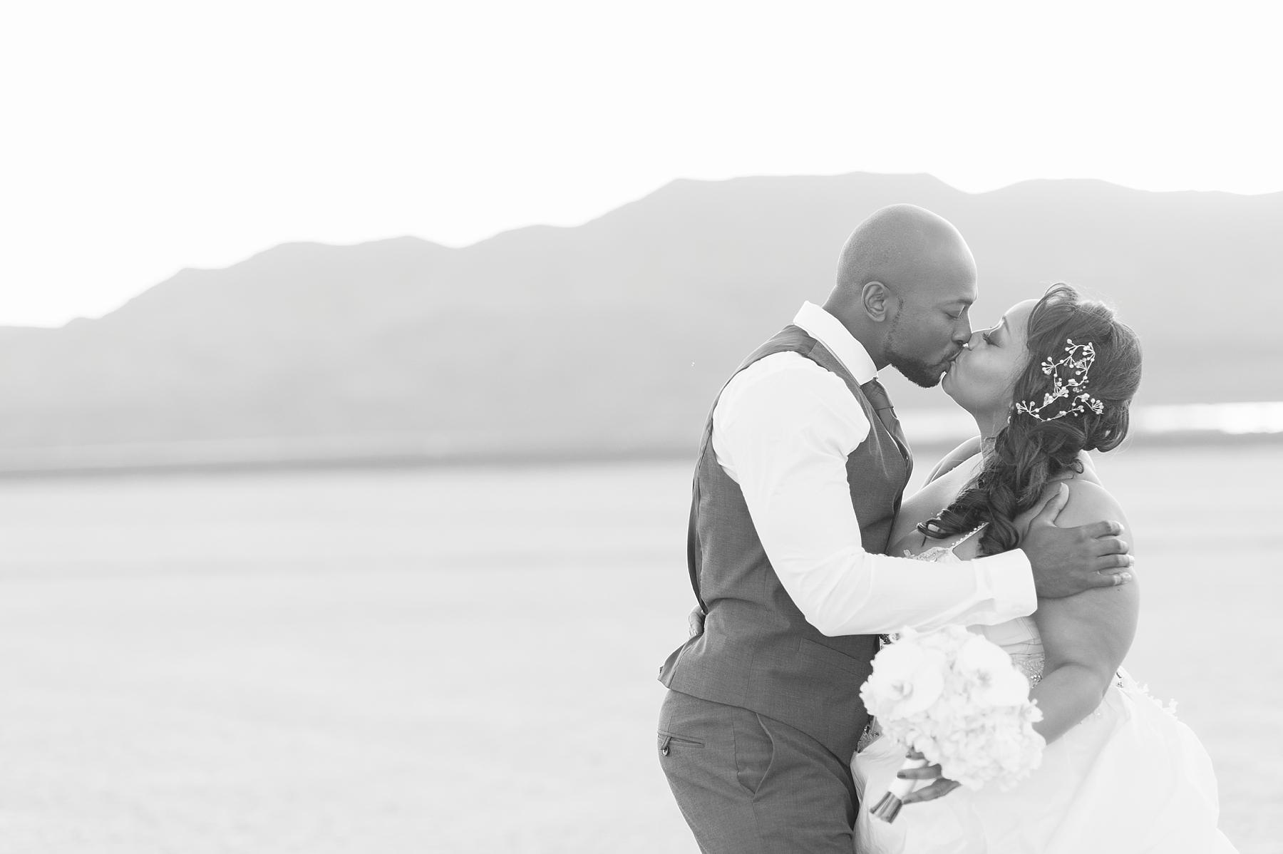 dry_lake_bed_las_Vegas_wedding_portraits-7.jpg