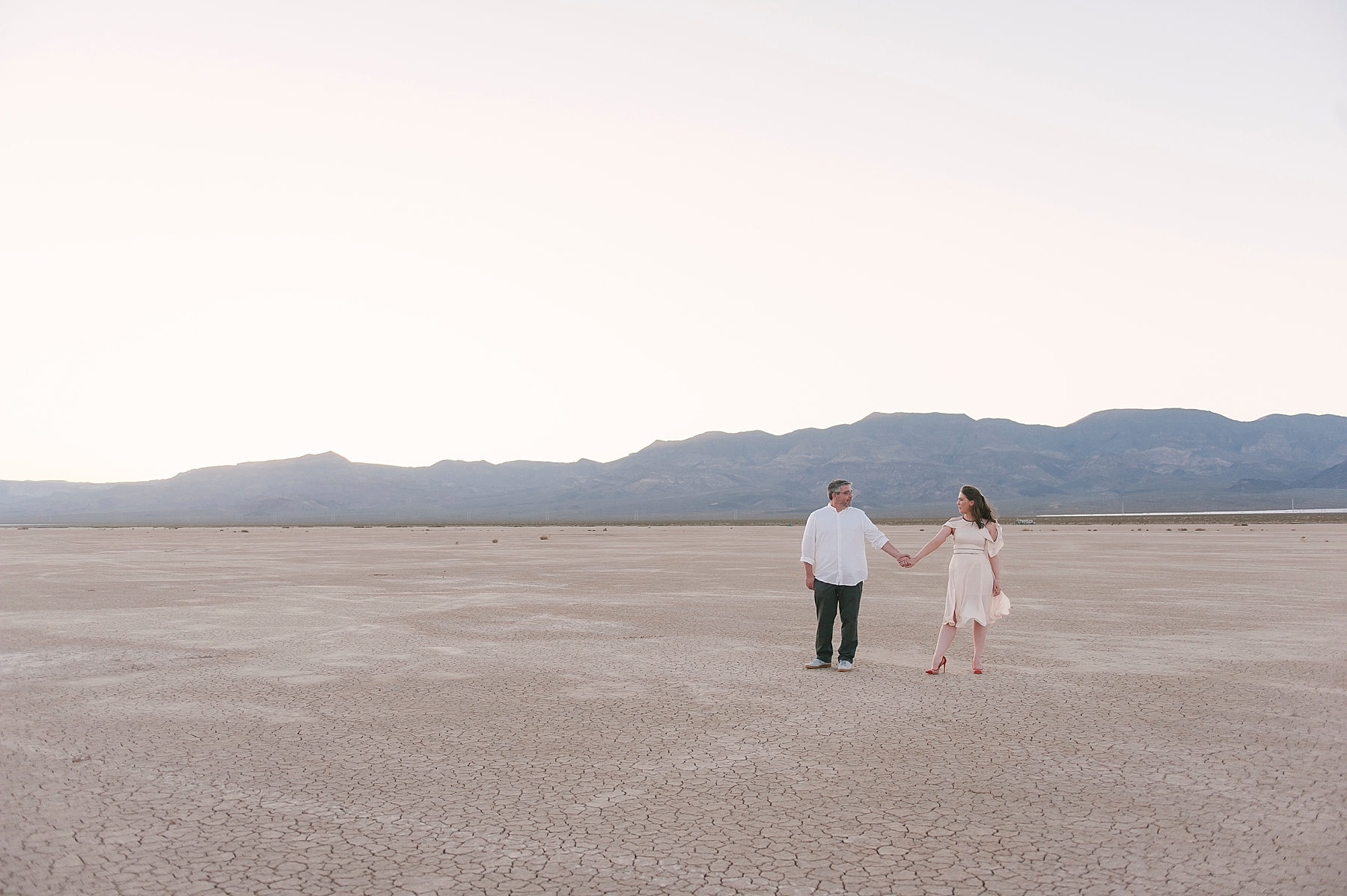 Las_vegas_desert_dry_lake_bed_elopement-1-2.jpg