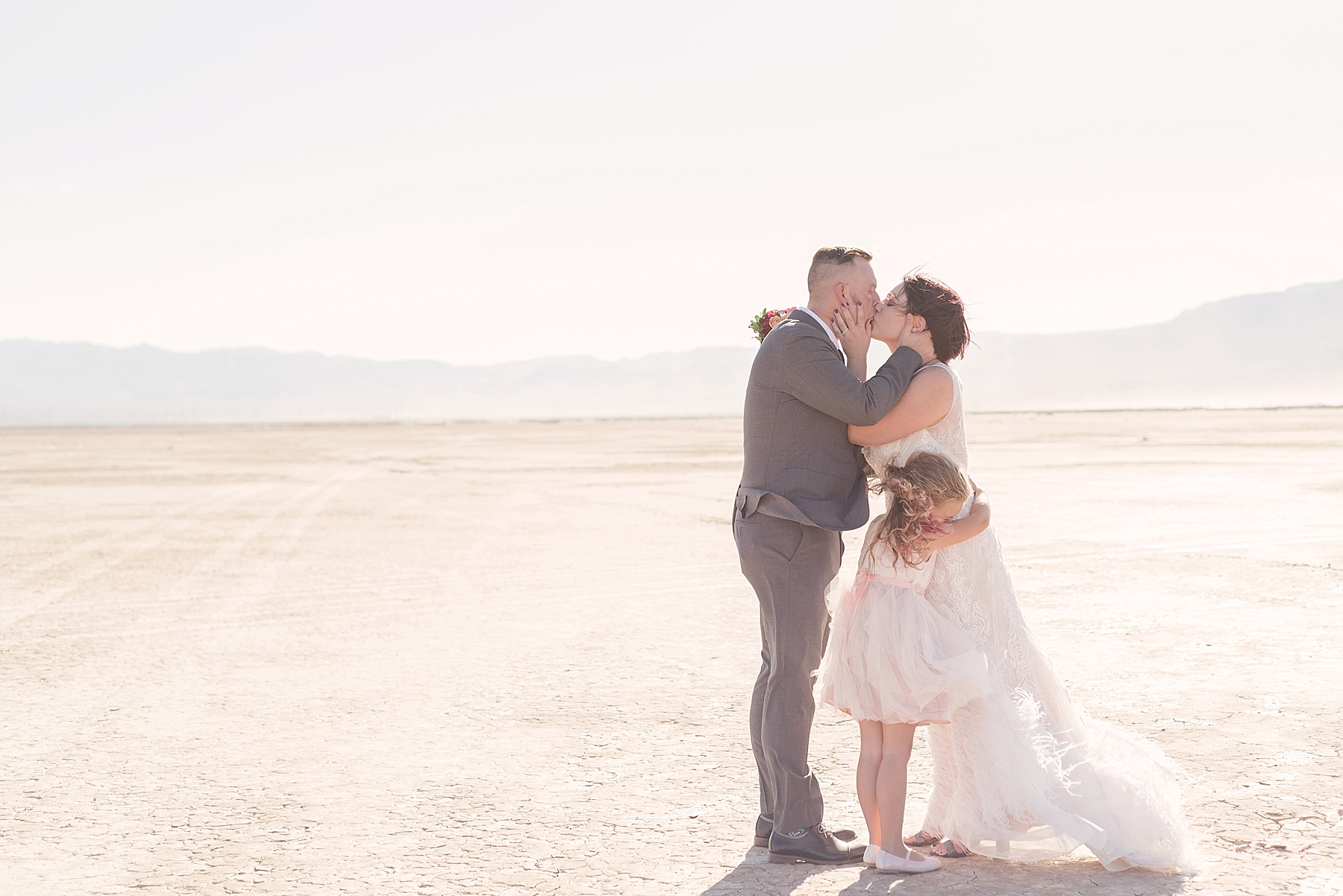 las-vegas-dry-lake-bed-elopement-flora-pop-07.jpg