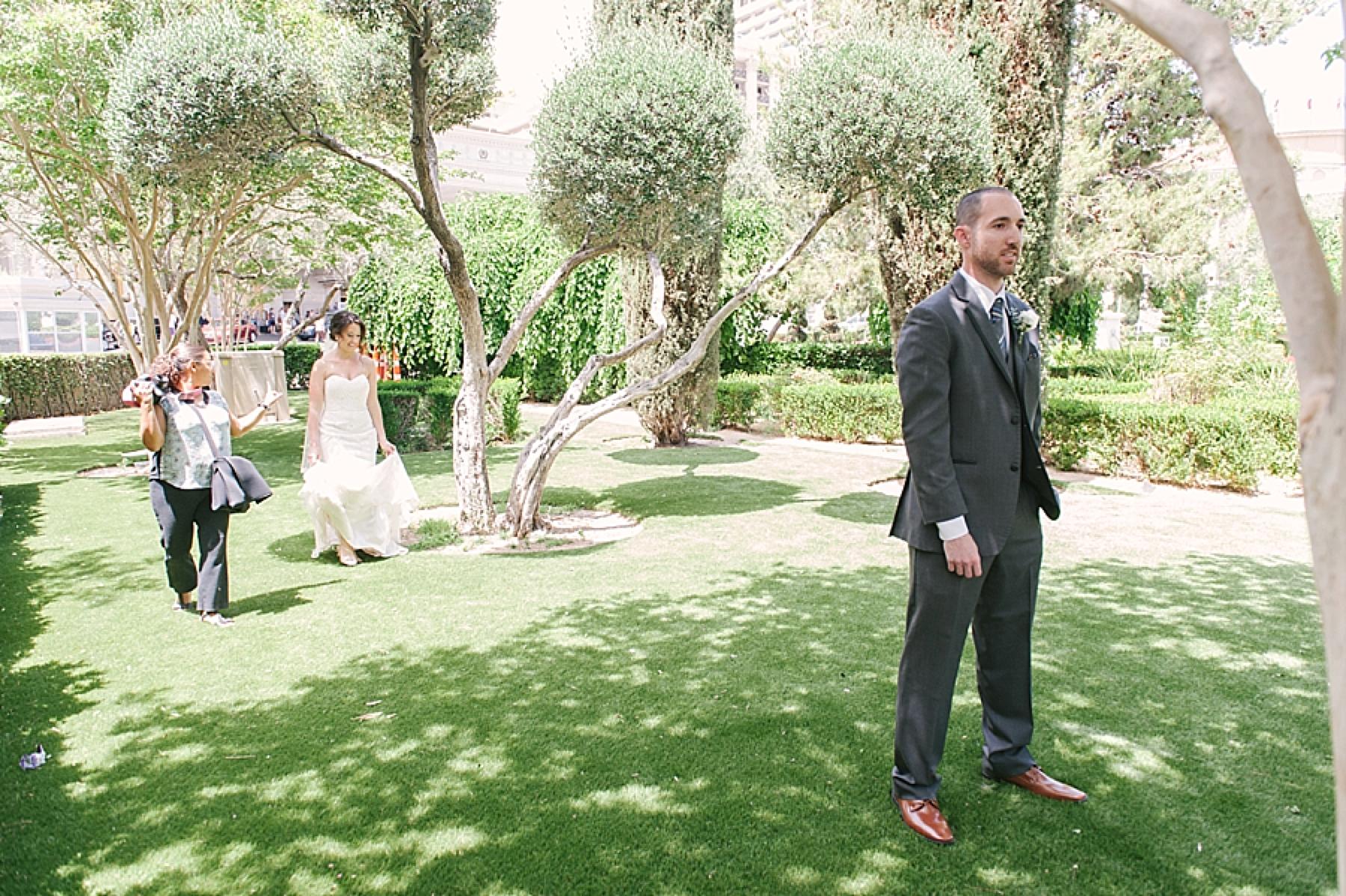 las_vegas_wedding_photographers_behind_the_scenes-01-14.jpg