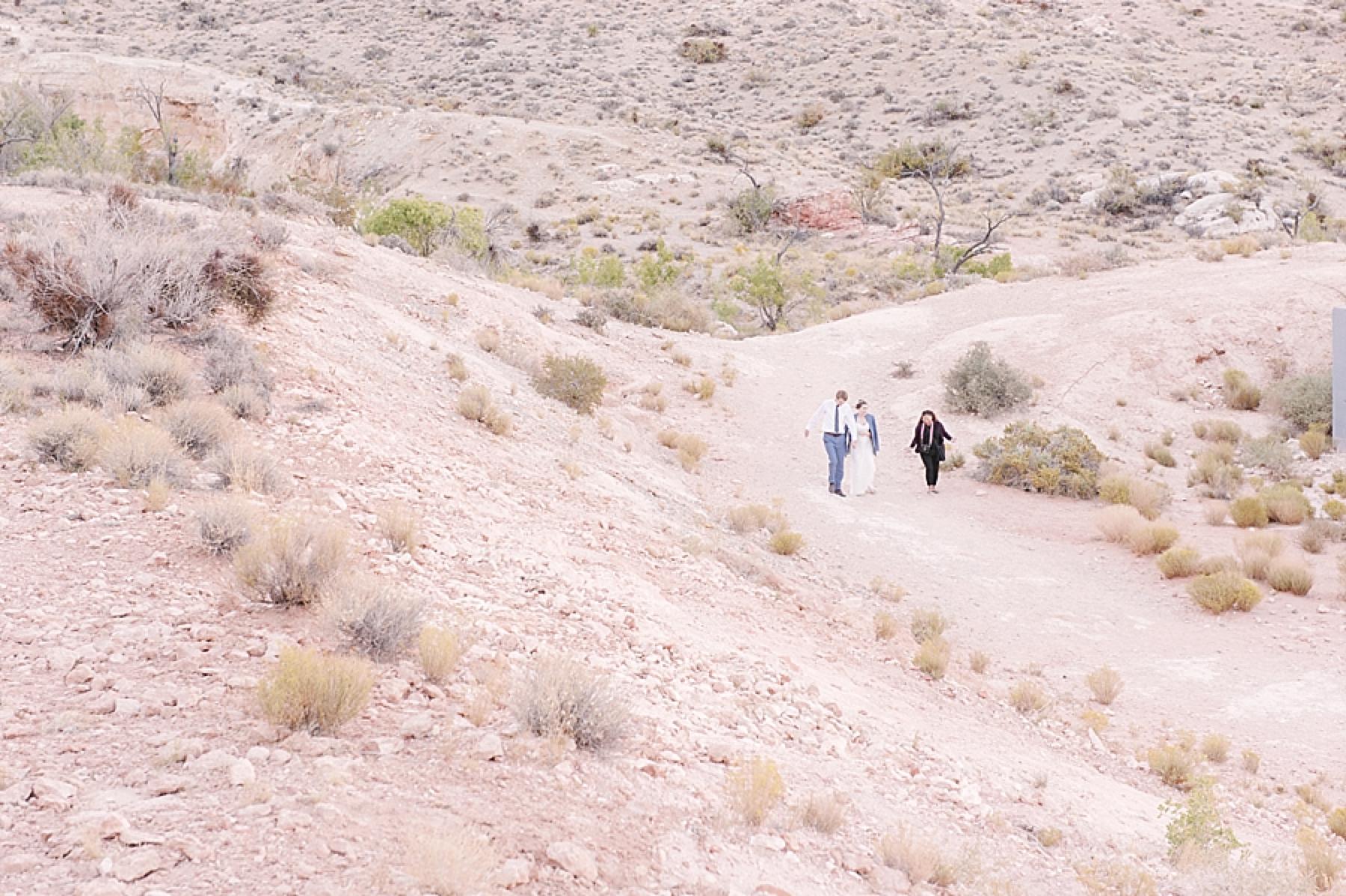 las_vegas_wedding_photographers_behind_the_scenes-01-5.jpg