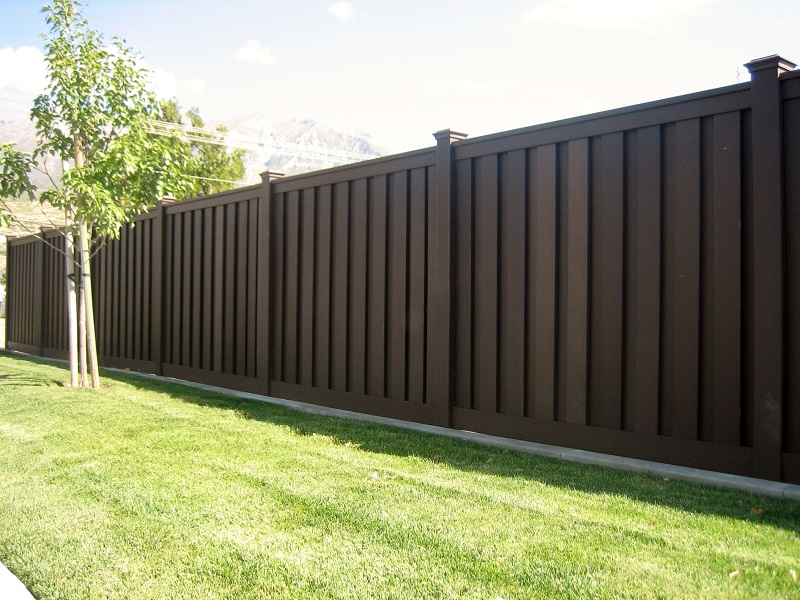 Trex Woodland Brown Fencing.jpg