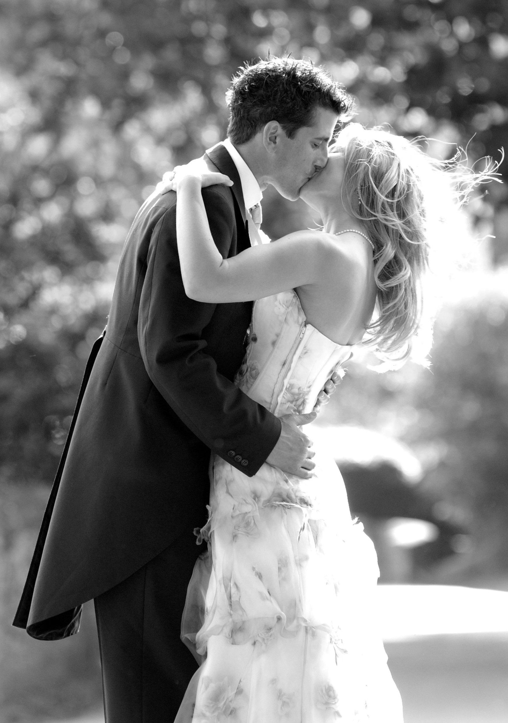 bride-groom-kiss-3.jpg