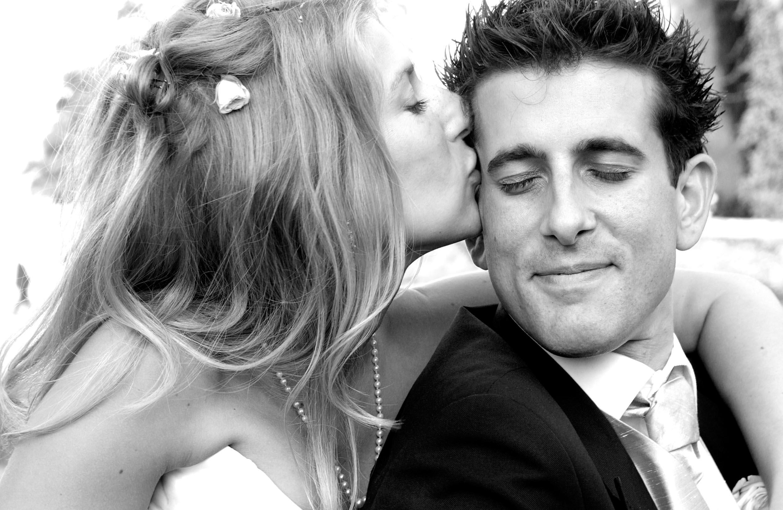 bride-groom-kiss-4.jpg